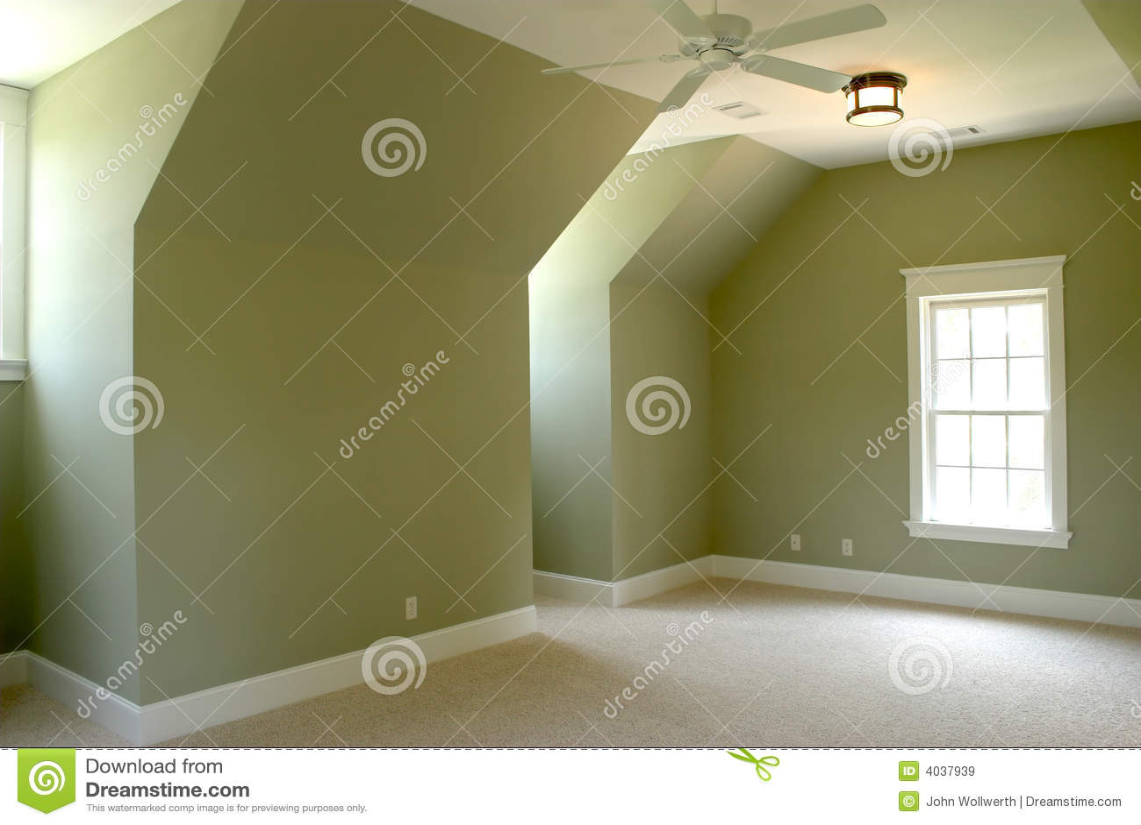 Chambre à coucher non meublée de grenier