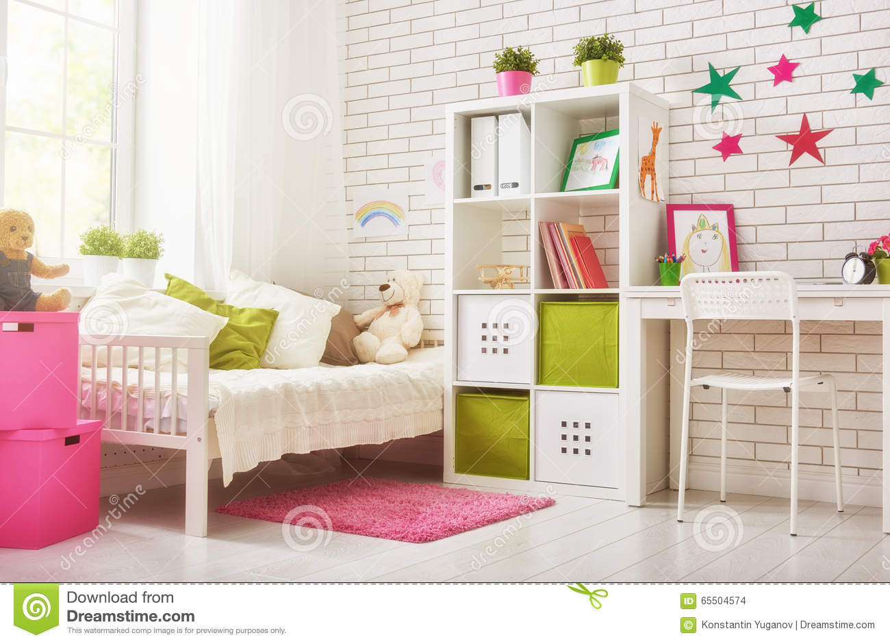 chambre coucher pour la fille d 39 enfant photo stock image 65504574. Black Bedroom Furniture Sets. Home Design Ideas