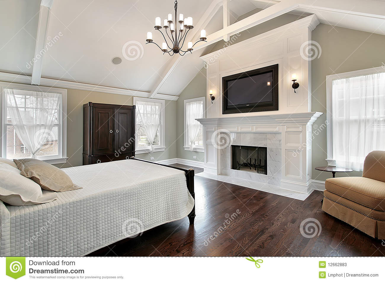 chambre coucher principale avec la chemin e de marbre photos stock image 12662883. Black Bedroom Furniture Sets. Home Design Ideas