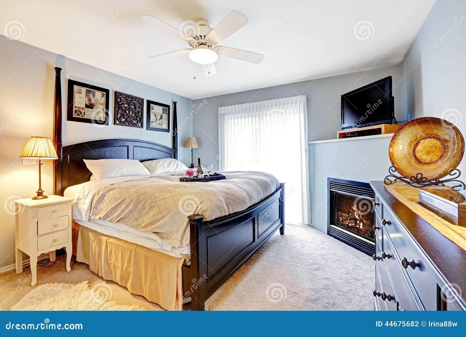 Chambre Coucher Principale Avec La Chemin E Et La Tv Photo Stock  # Meuble Pour Tv Dans Une Chambre A Couche