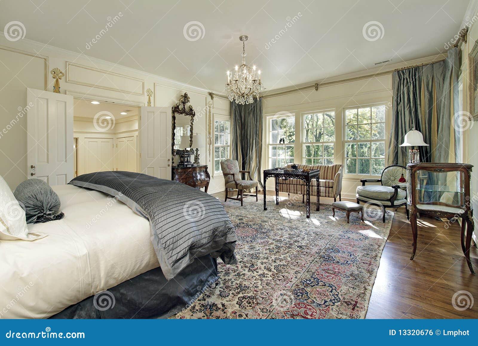 Chambre à coucher principale avec le salon
