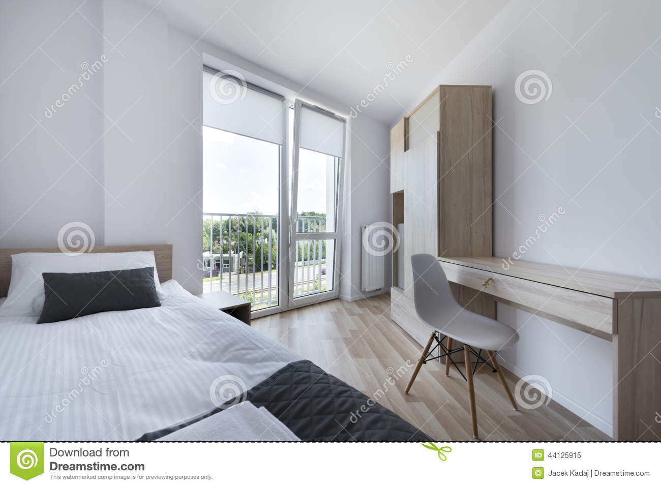 chambre coucher propre et moderne dans le style scandinave photo stock image 44125915. Black Bedroom Furniture Sets. Home Design Ideas