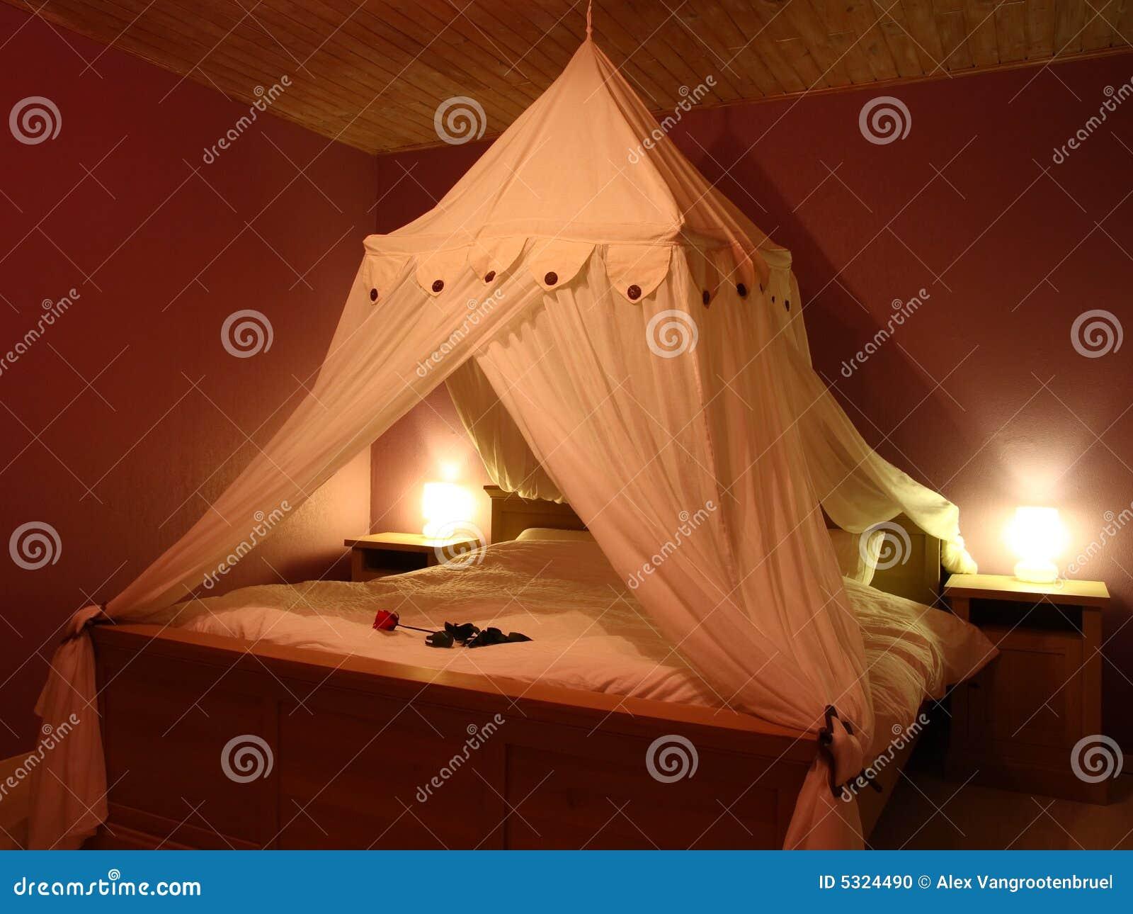 Chambre à Coucher Romantique Photo stock - Image du conception, bâti ...