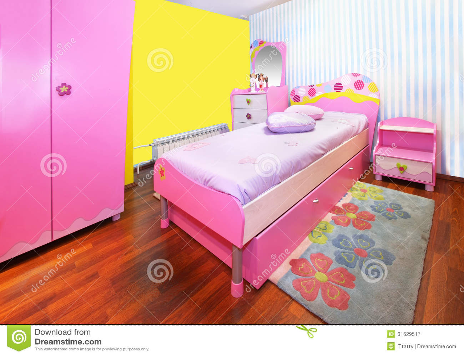 Chambre A Coucher Moderne Pour Fille : Chambre à coucher rose de fille image stock du