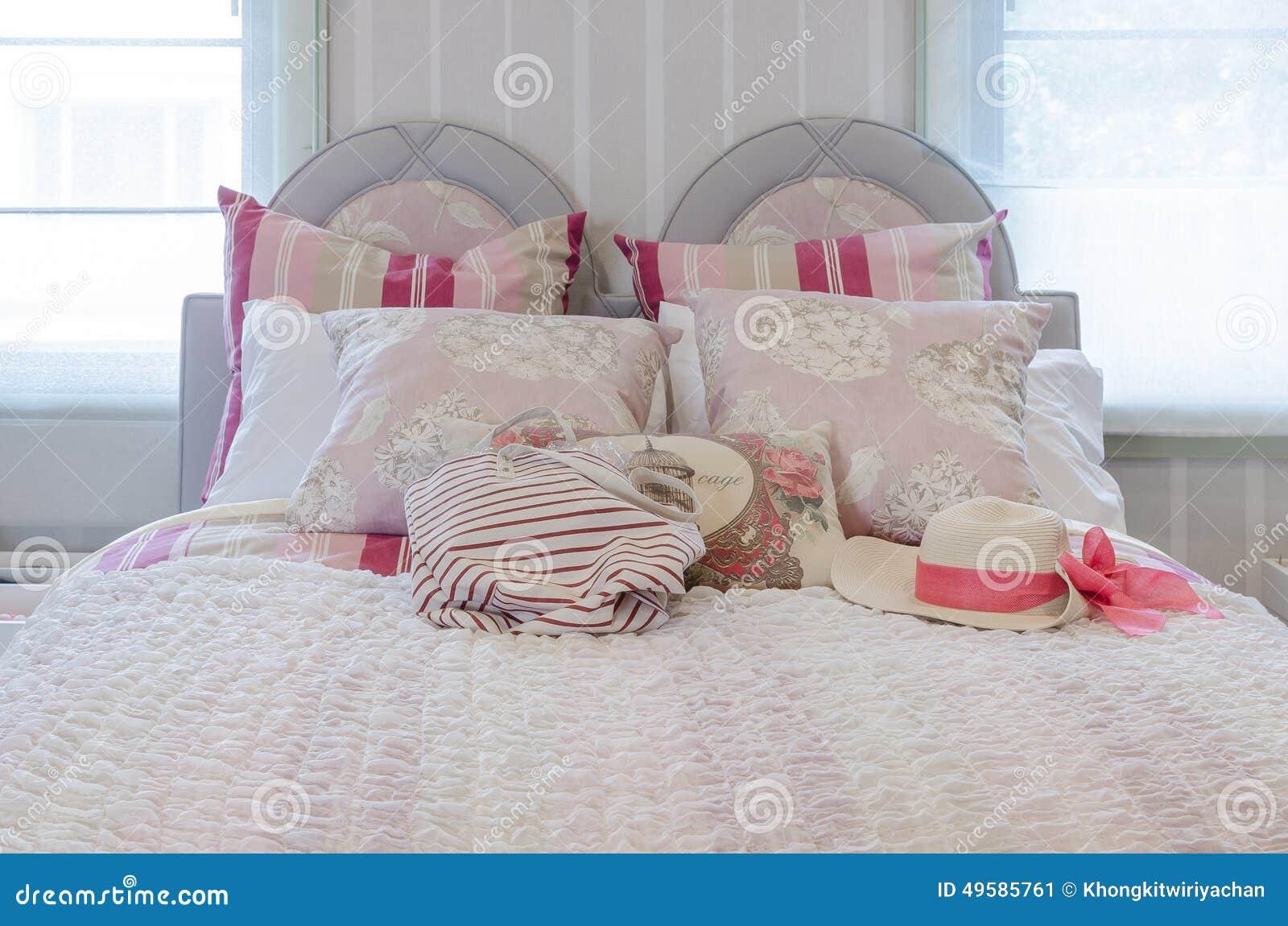 Chambre coucher rose de luxe de mod le de couleurs avec for Chambre a coucher de luxe