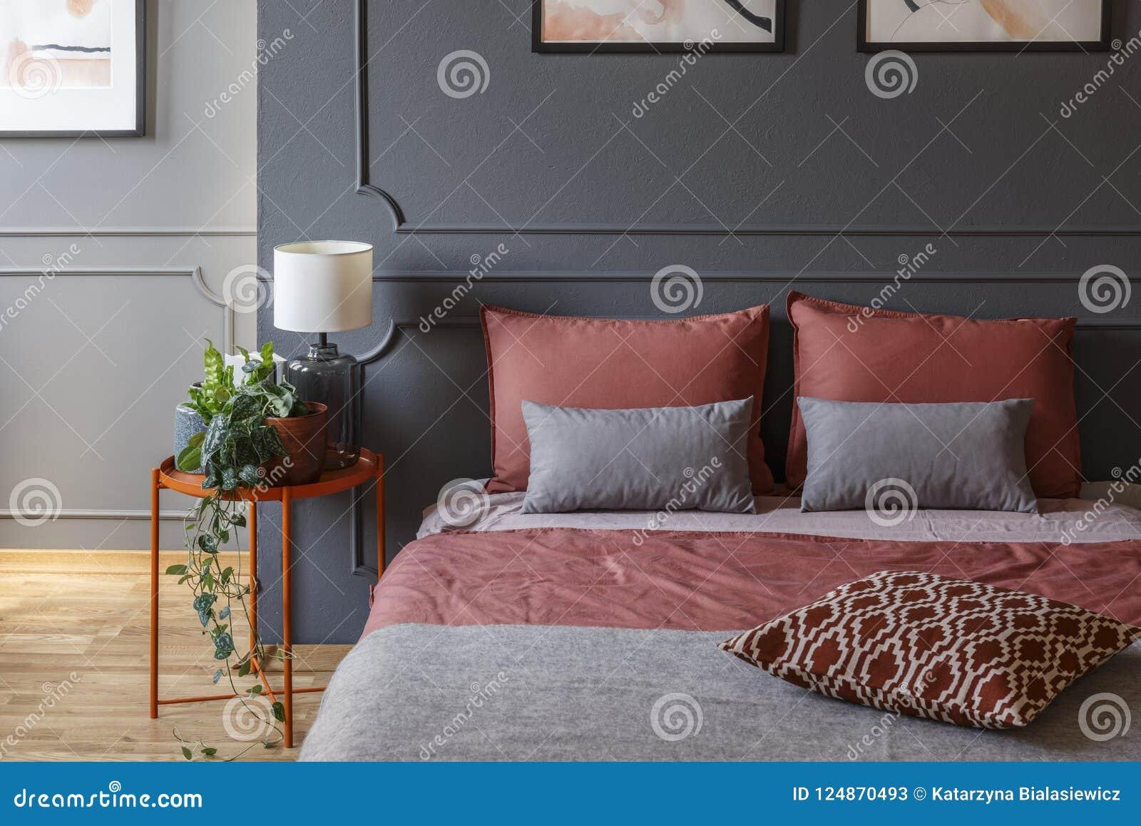 Chambre à Coucher Rose Et Grise D Hôtel