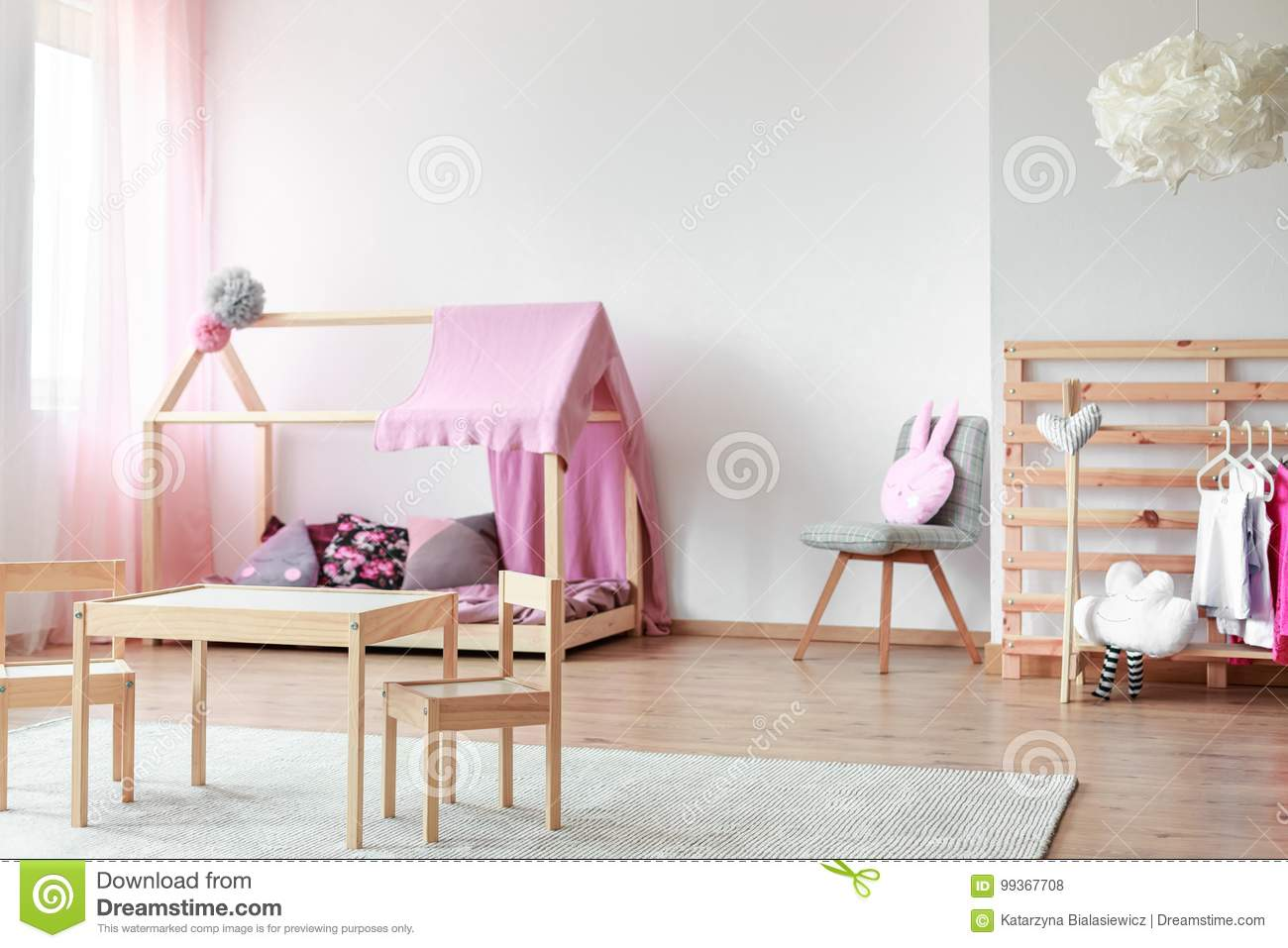Chambre à Coucher Scandinave Du ` S De Fille De Style Photo stock ...