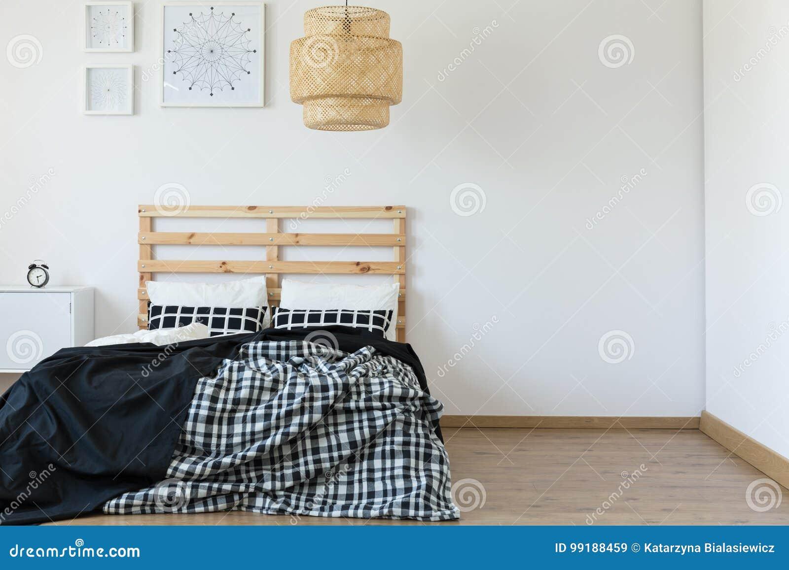 Chambre à Coucher Simple Et Vide Image stock - Image du modèles ...