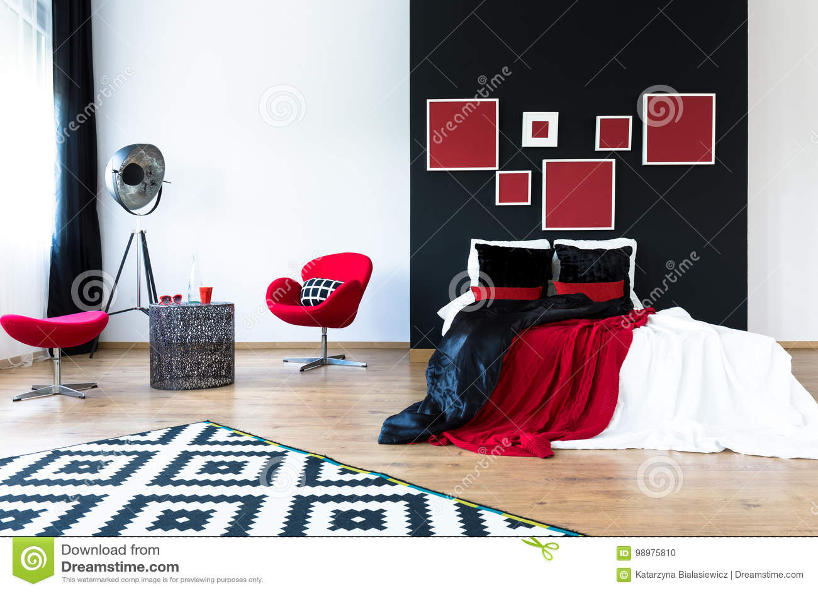 60c6fab6a5e1cf Chambre à Coucher Spacieuse De Conception Photo stock - Image du ...