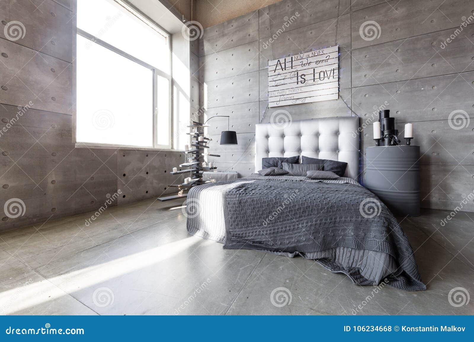 Chambre à Coucher Vide Moderne Dans Le Style De Grenier Avec Des Couleurs  Grises Et L