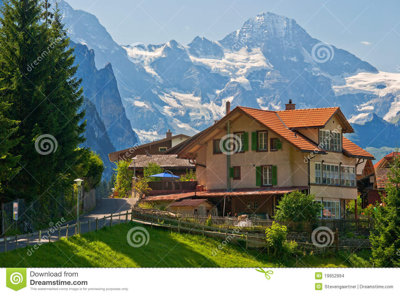 Chambre wengen suisse images stock image 19952994 for Chambre arabo suisse
