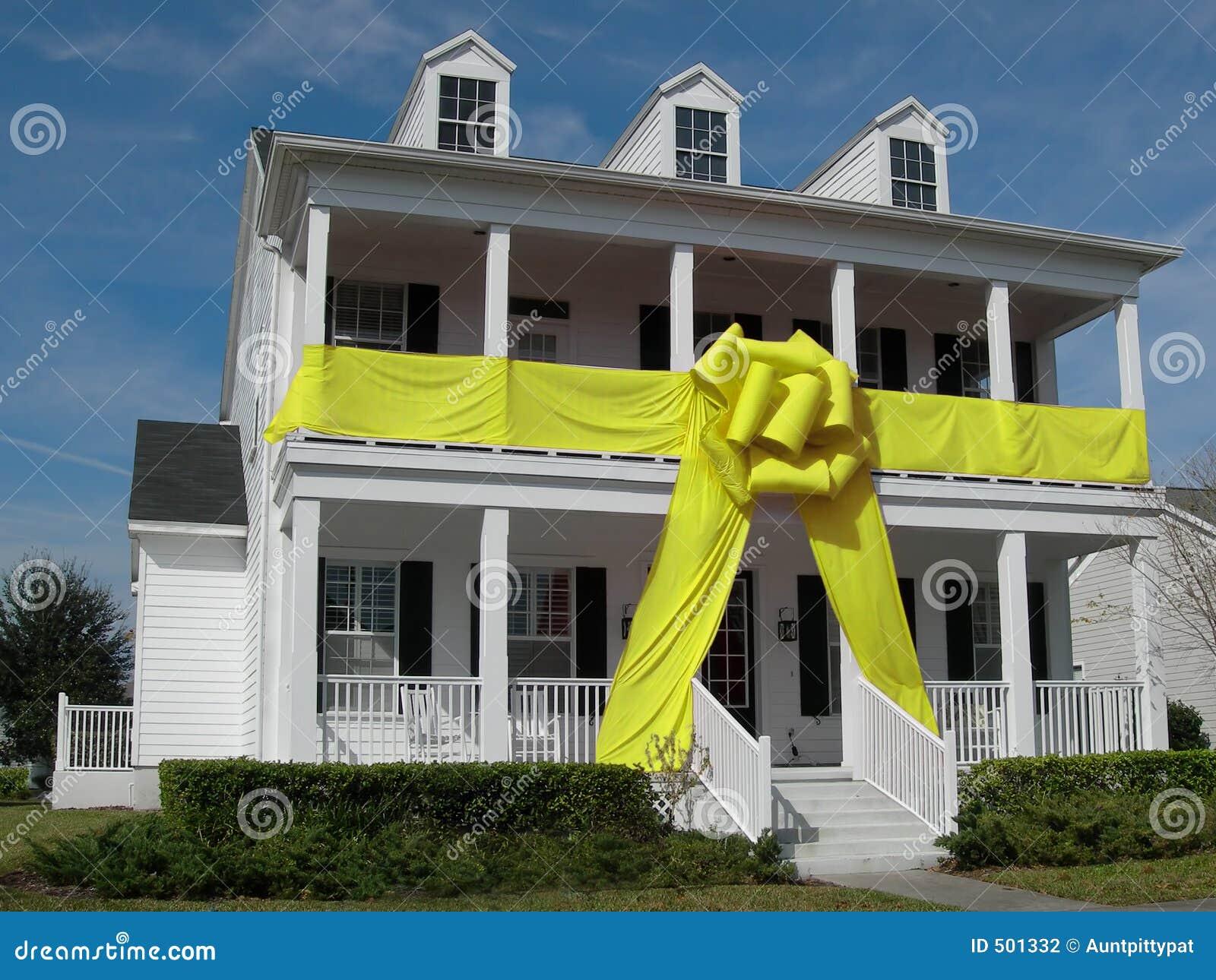 Chambre avec la proue jaune