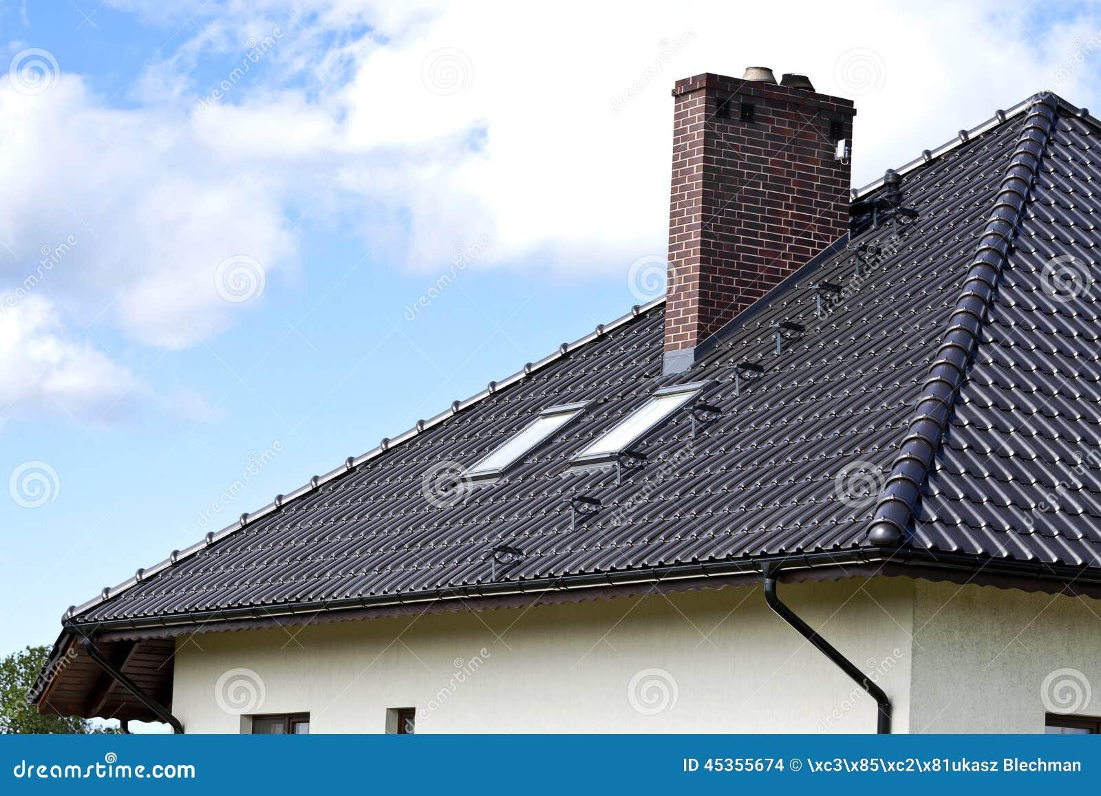 Chambre avec un toit moderne