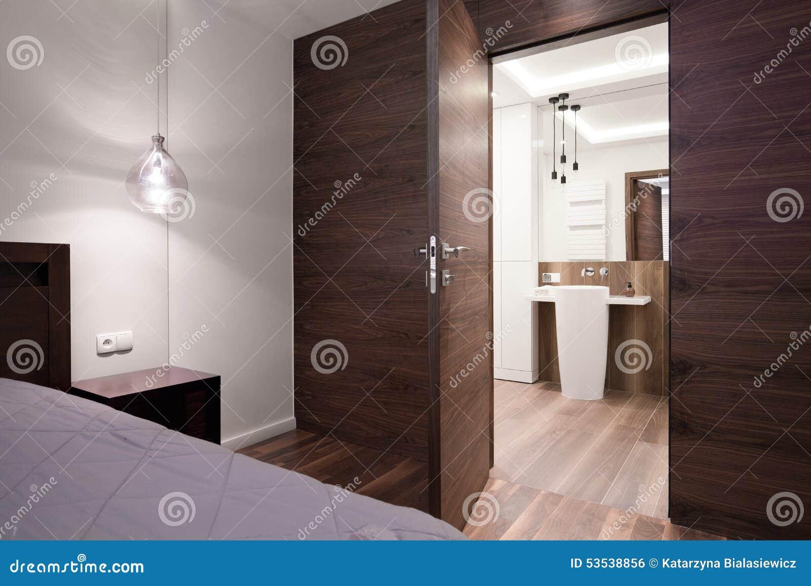 Chambre coucher avec la salle de bains priv e photo Chambre a coucher avec salle de bain