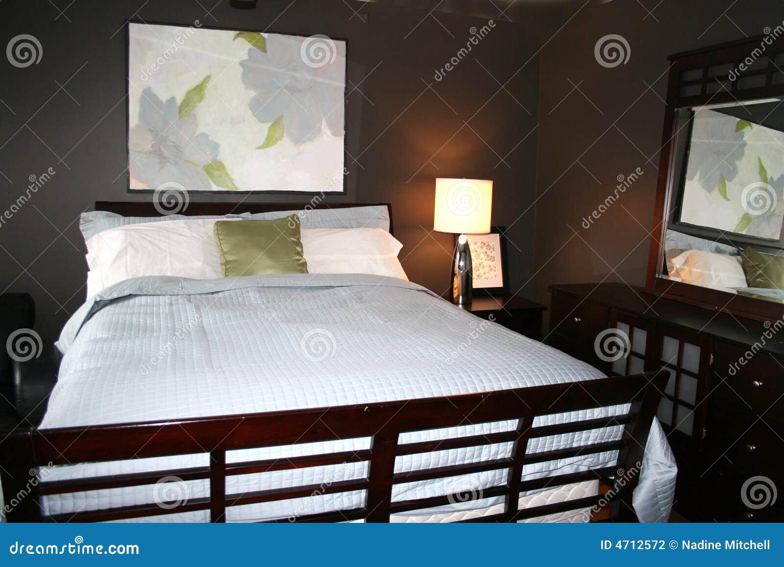 Chambre coucher avec les derni res couleurs de d cor photographie stock i - Les couleures des chambres a coucher ...
