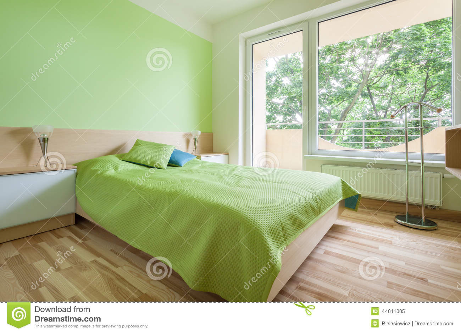 Chambre à coucher avec les éléments verts photo stock   image ...