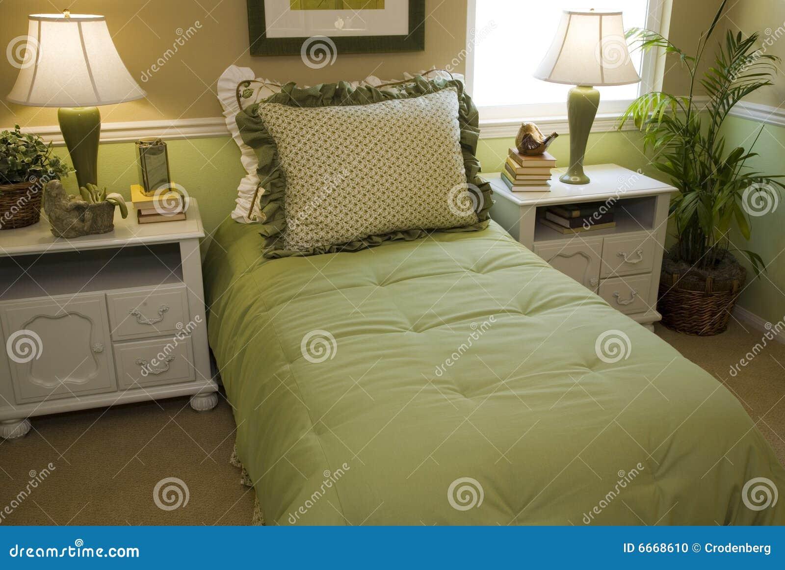 Chambre à Coucher Confortable Avec Le Décor Moderne. Photo stock ...