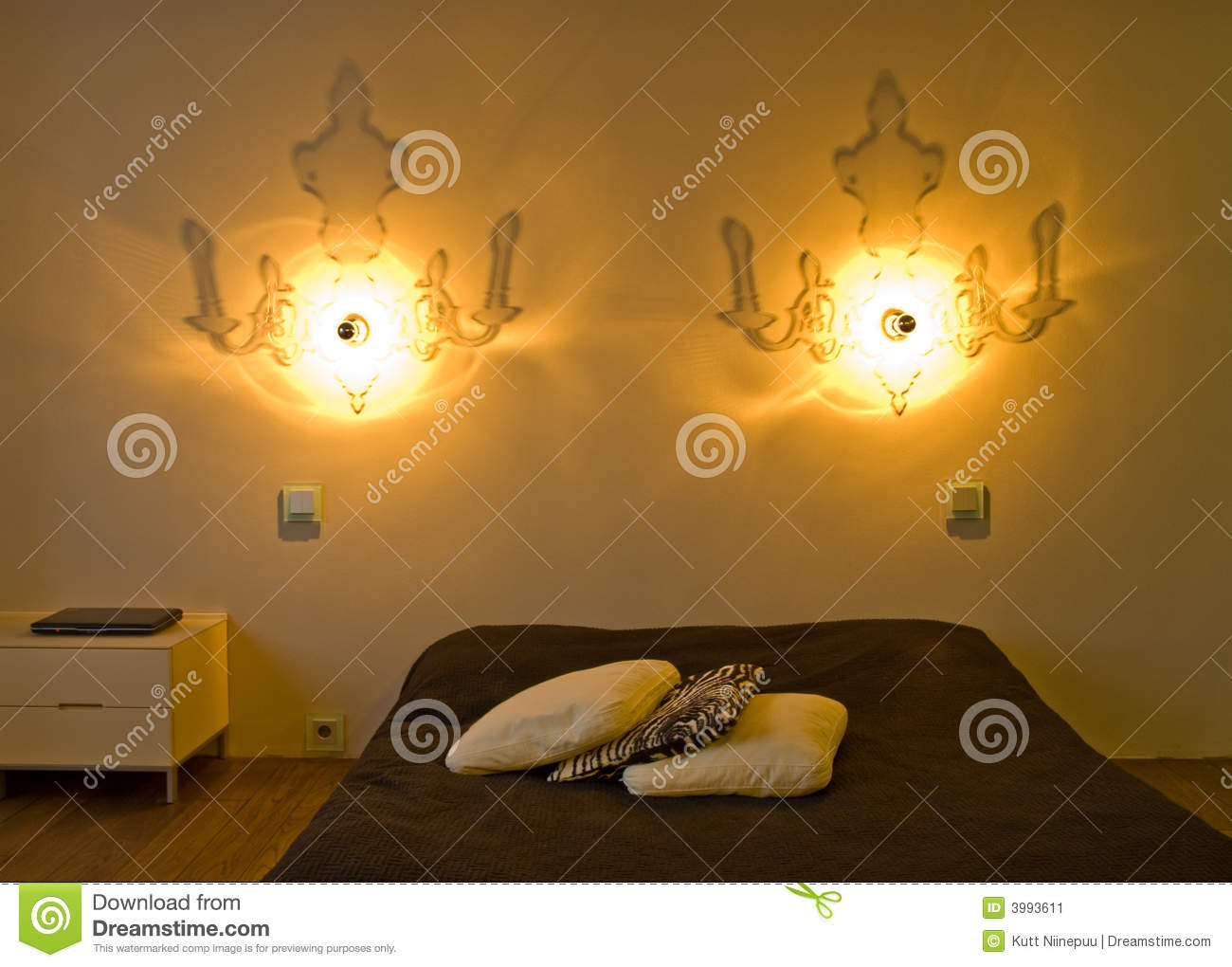 Chambre coucher contemporaine image stock image 3993611 for Chambre a coucher contemporaine