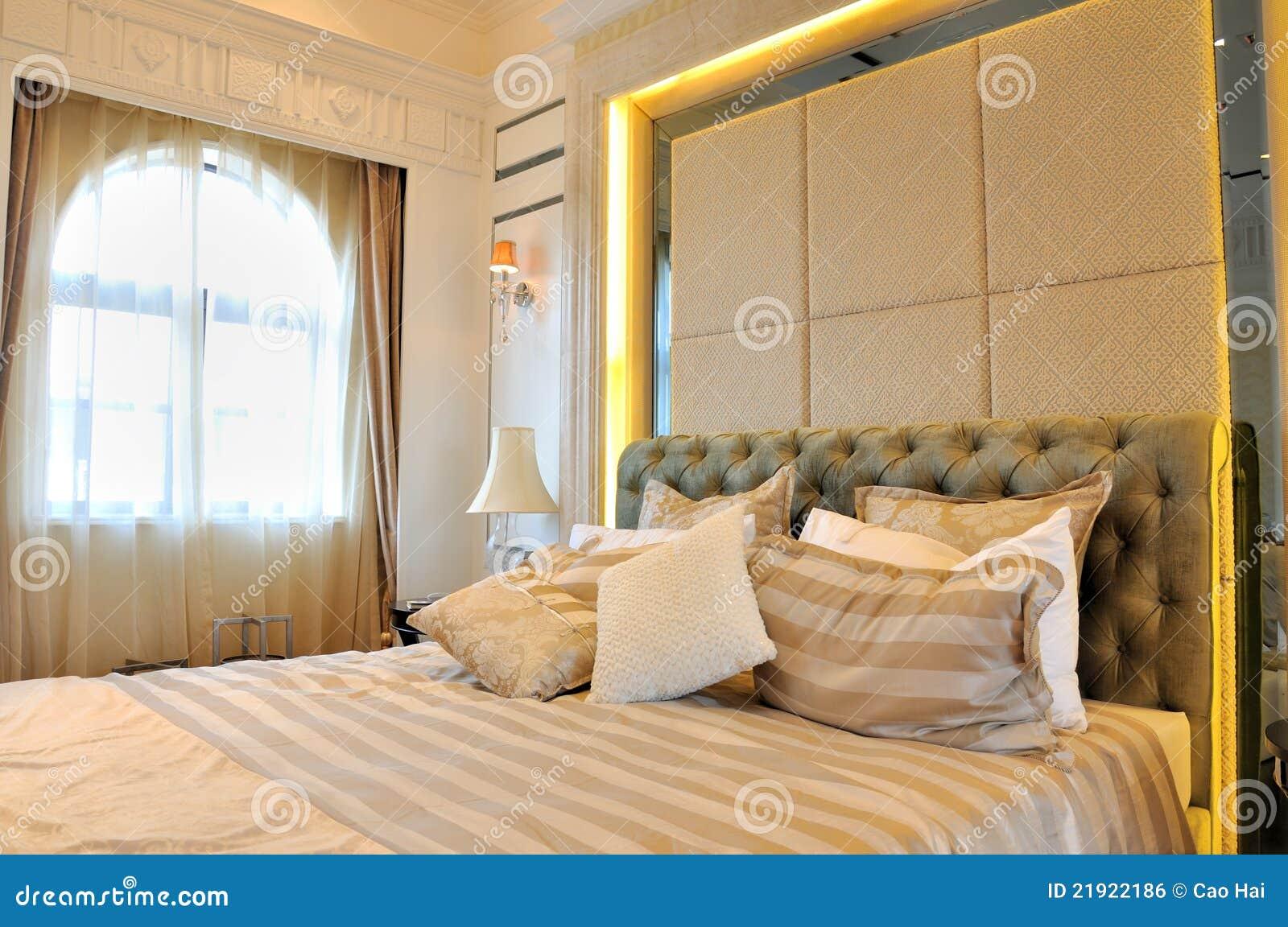 chambre coucher et hublot avec lclairage de rideau image libre de droits - Eclairage Chambre A Coucher