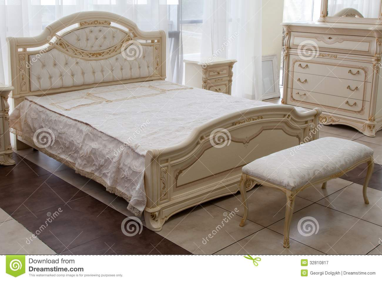 Awesome chambre a coucher royal italy images design for Decoration chambre a coucher