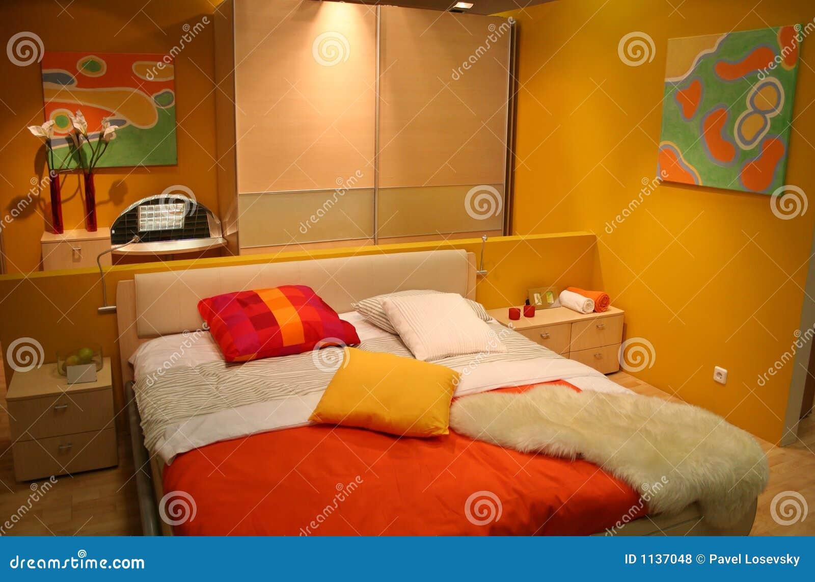 Chambre à coucher jaune photos libres de droits   image: 1137048