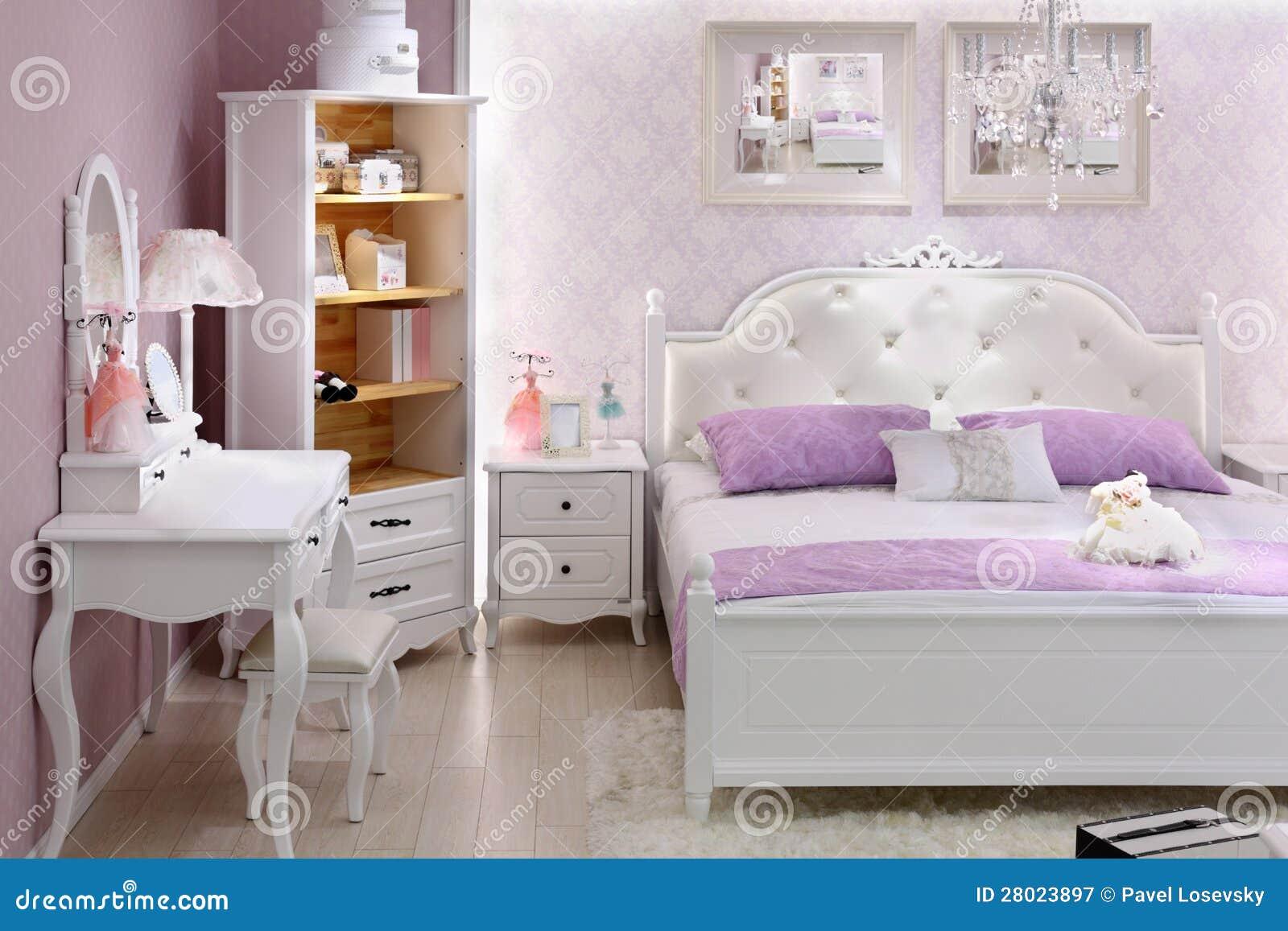 Chambre à coucher lilas élégante avec le double bâti photographie ...