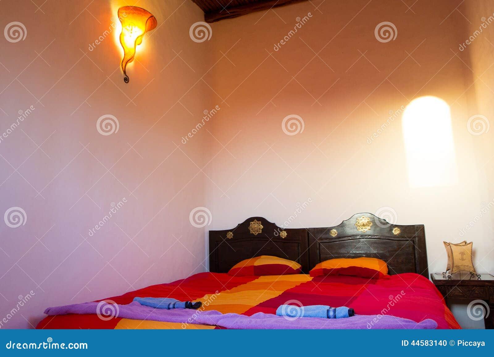 Chambre coucher marocaine authentique dans le riad for Photo chambre a coucher marocaine