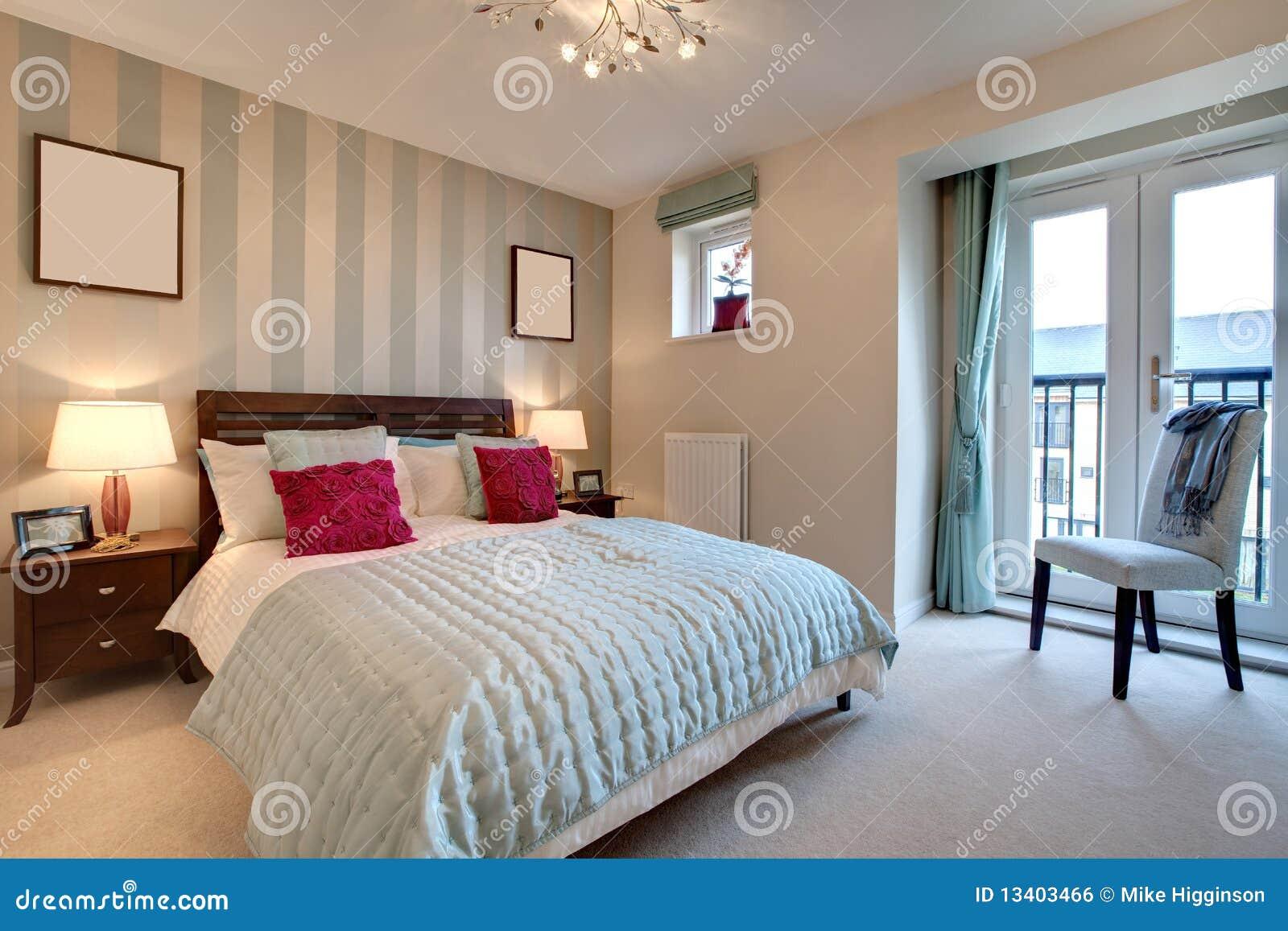 Chambre coucher moderne sophistiqu e image libre de for Achat chambre a coucher adulte