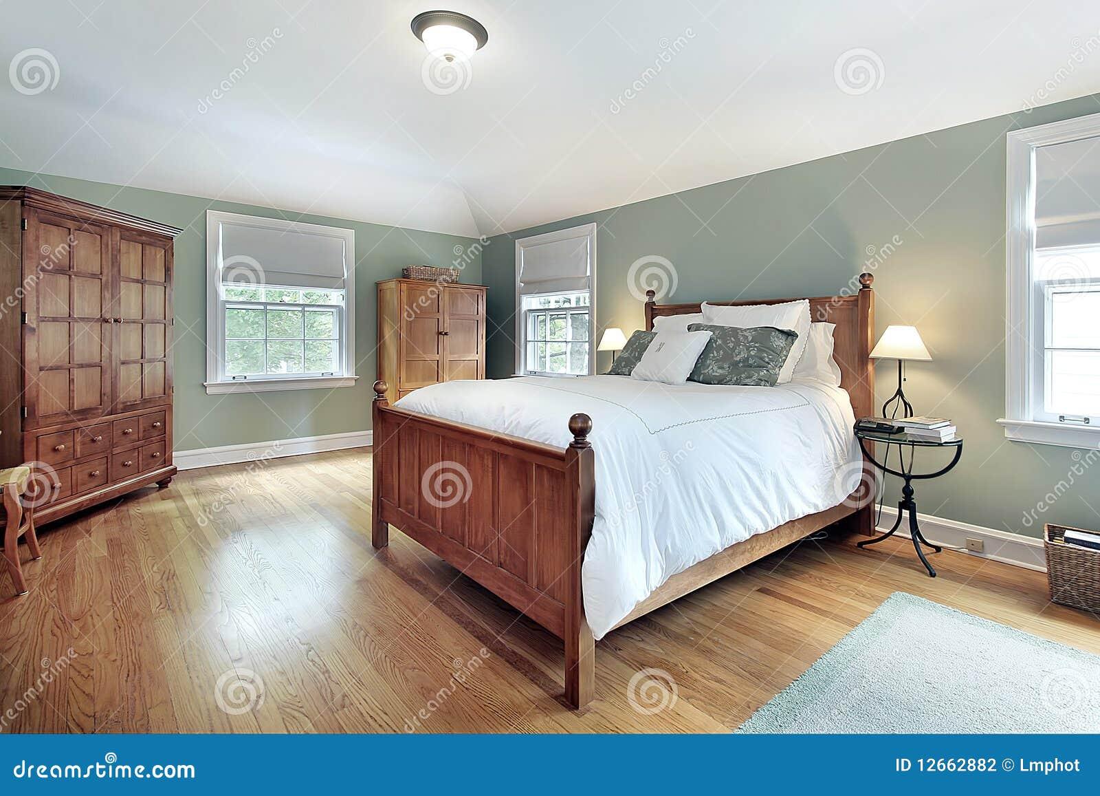 Chambre coucher principale avec des meubles en bois de for Chambre a coucher en chene