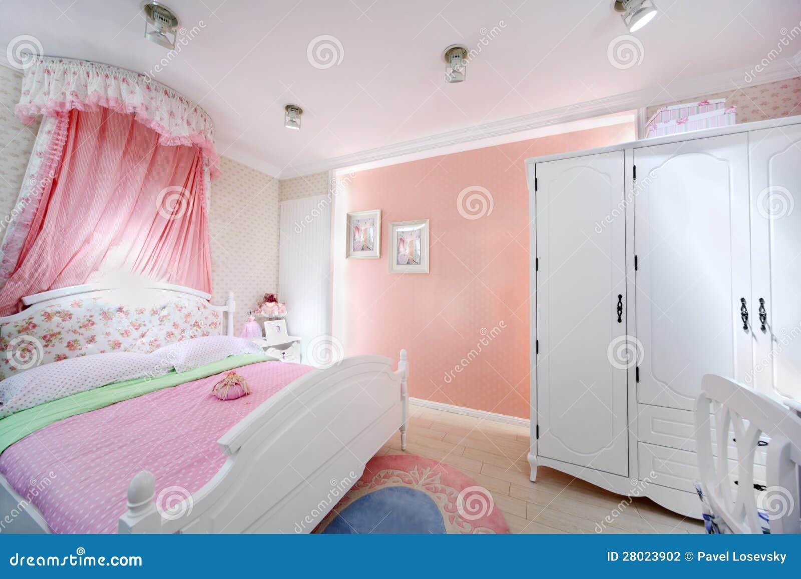 Best la chambre coucher rose de la fille dans la maison de for Chambre a coucher pour petite fille