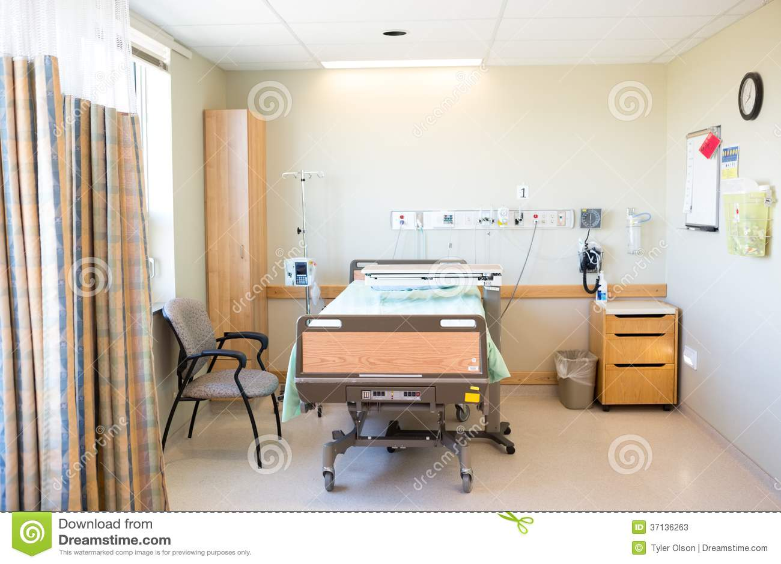 Chambre d hôpital avec le lit et la chaise