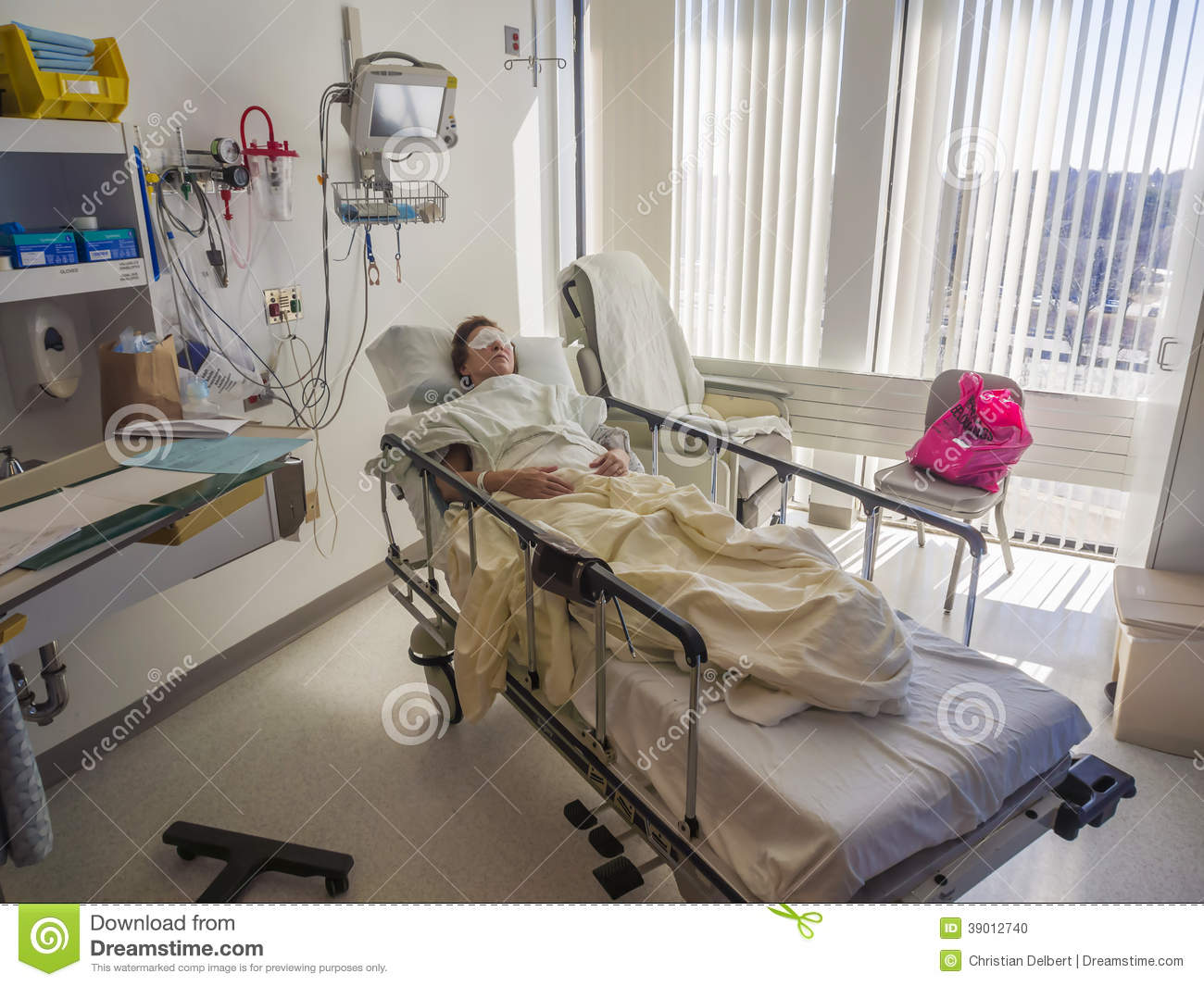 Chambre d 39 h pital et patient photo stock image 39012740 for Pas de chambre 13 hopital