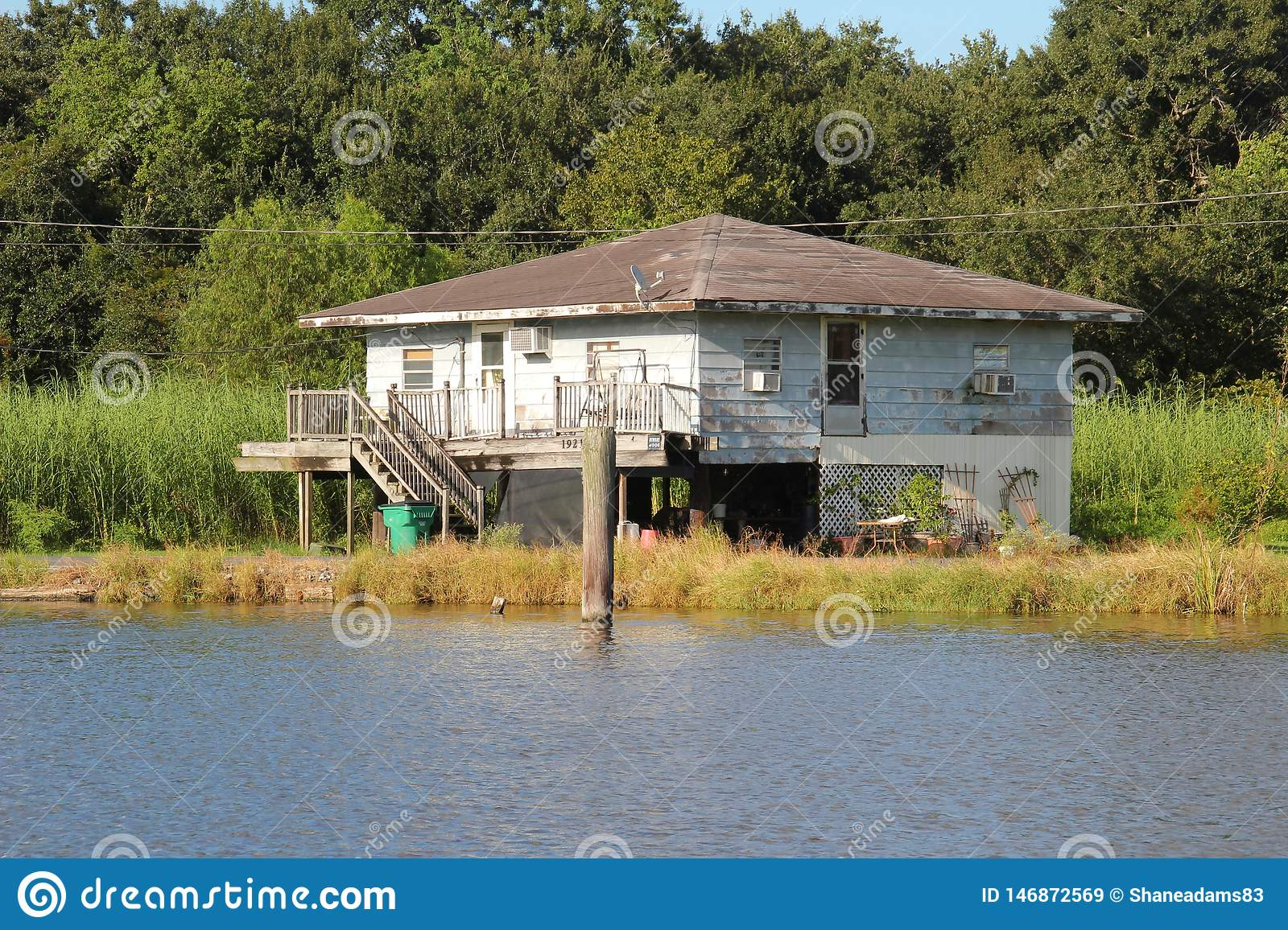 Chambre de la Louisiane image stock. Image du outside ...