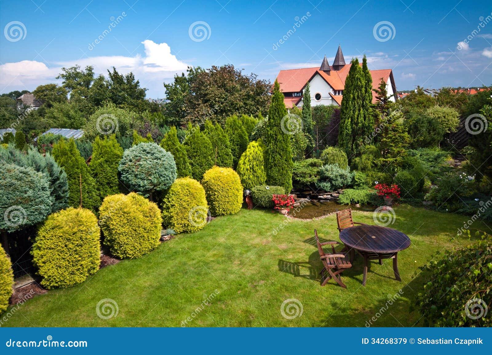 Chambre et jardins am nag s en parc images libres de for Jardin et parc 78