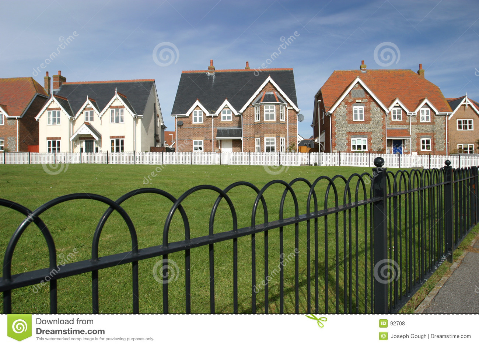 Chambres vertes de village dans une ligne