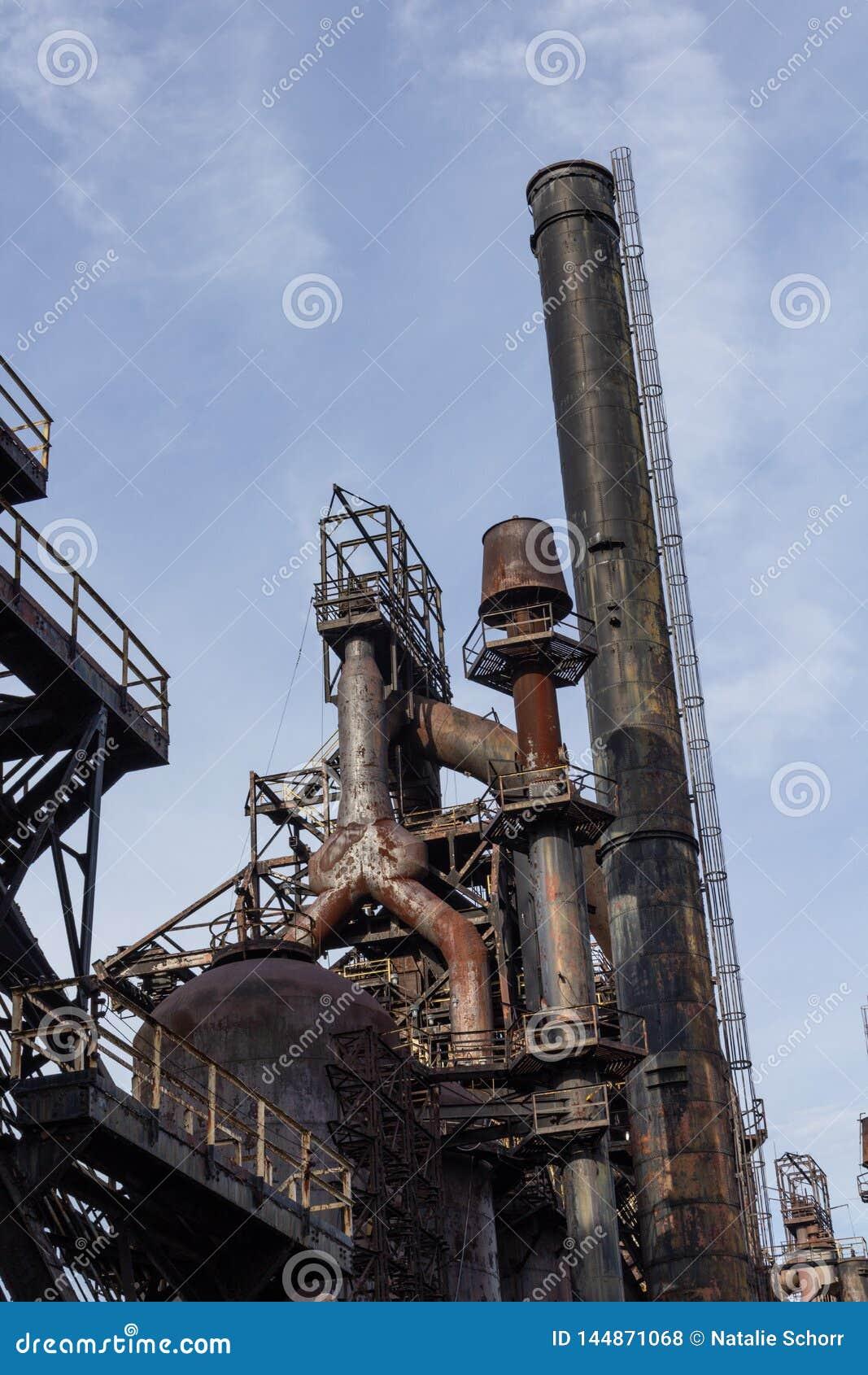 Chaminé e alto-forno, complexo da indústria de aço, texturas industriais