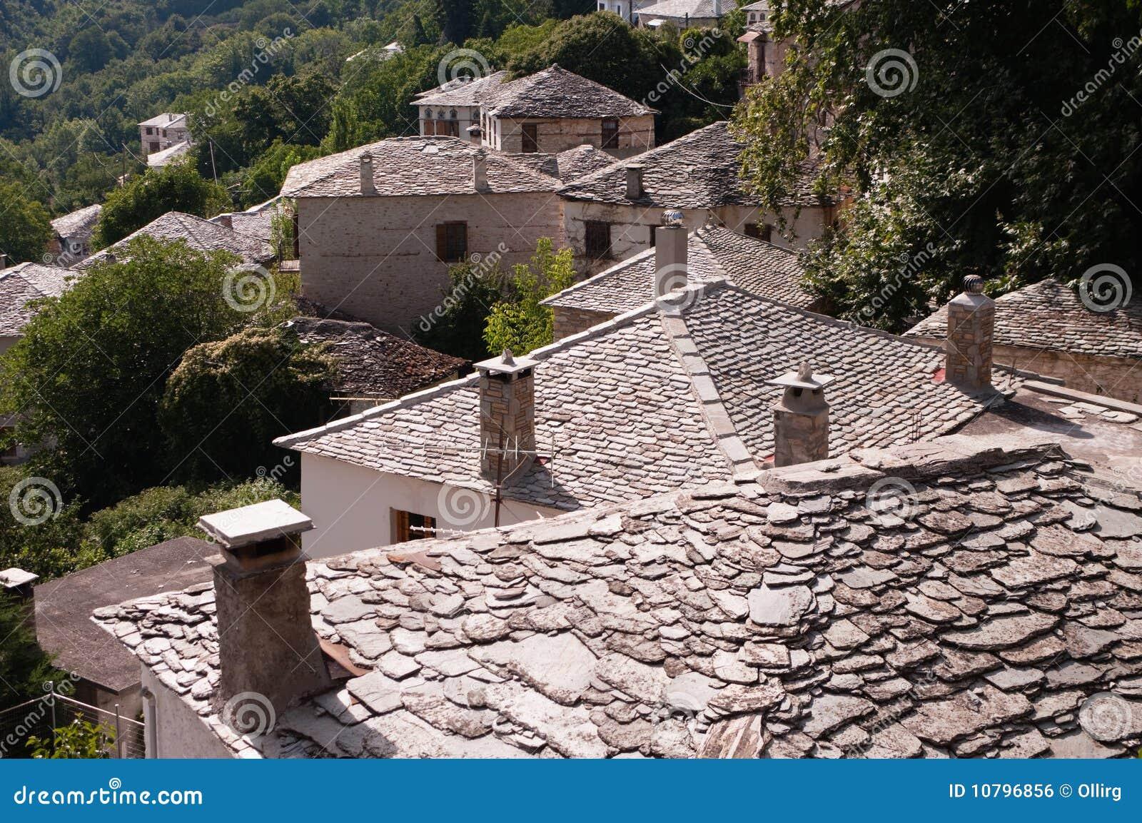 Chaminés nos telhados de pedra