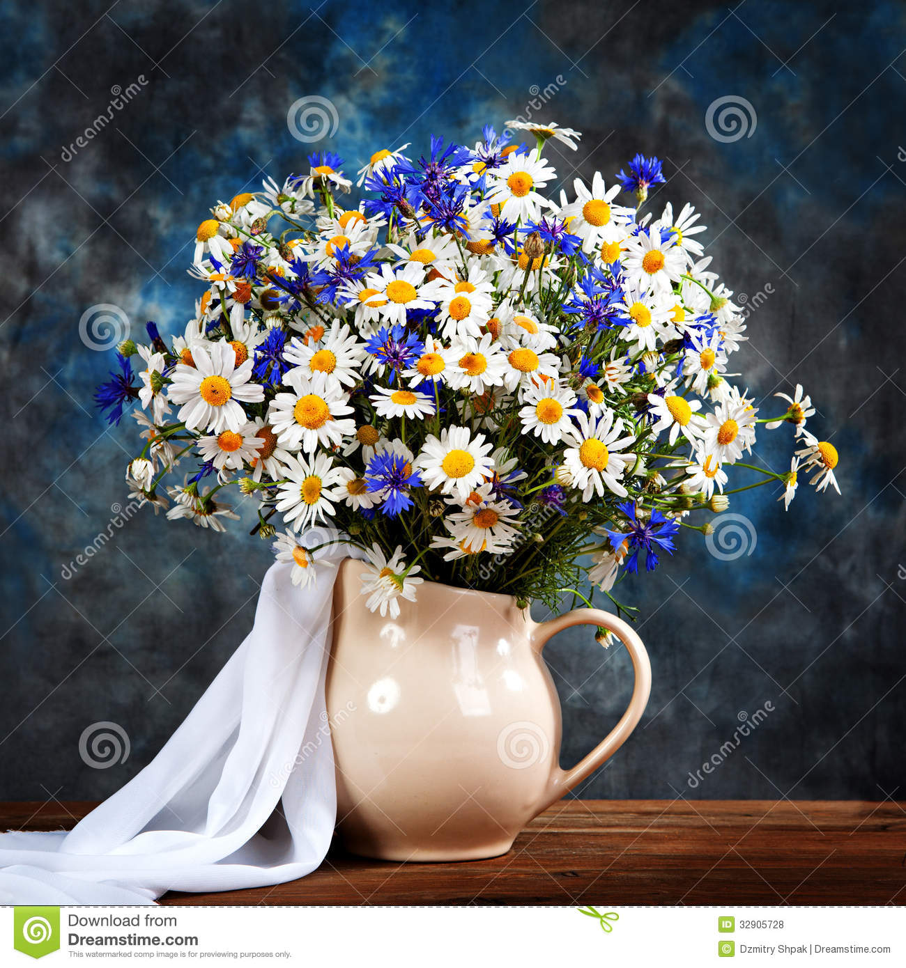 chamomile and cornflowers flowers in a vase royalty free. Black Bedroom Furniture Sets. Home Design Ideas
