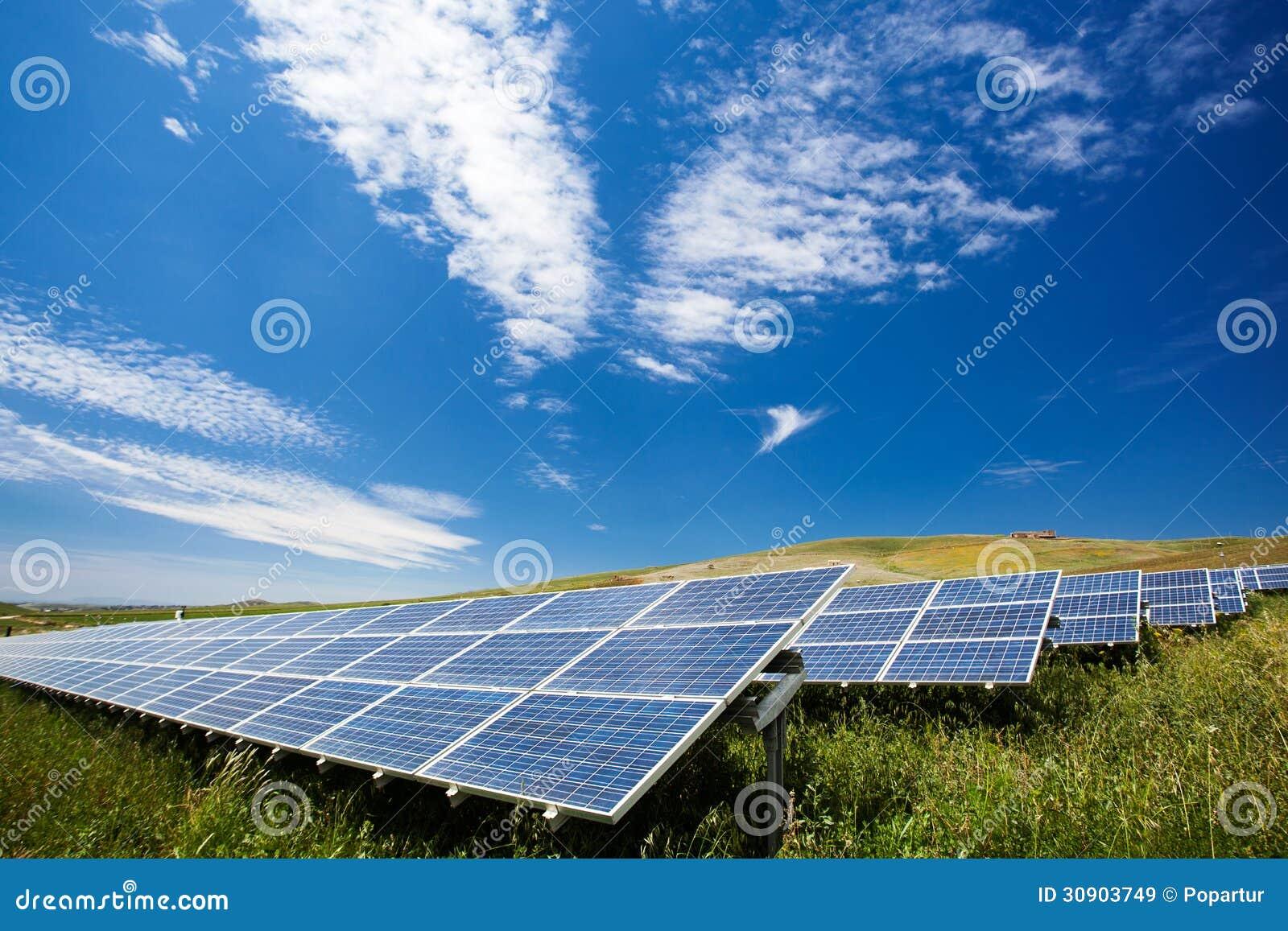 champ de panneau solaire images libres de droits image 30903749. Black Bedroom Furniture Sets. Home Design Ideas