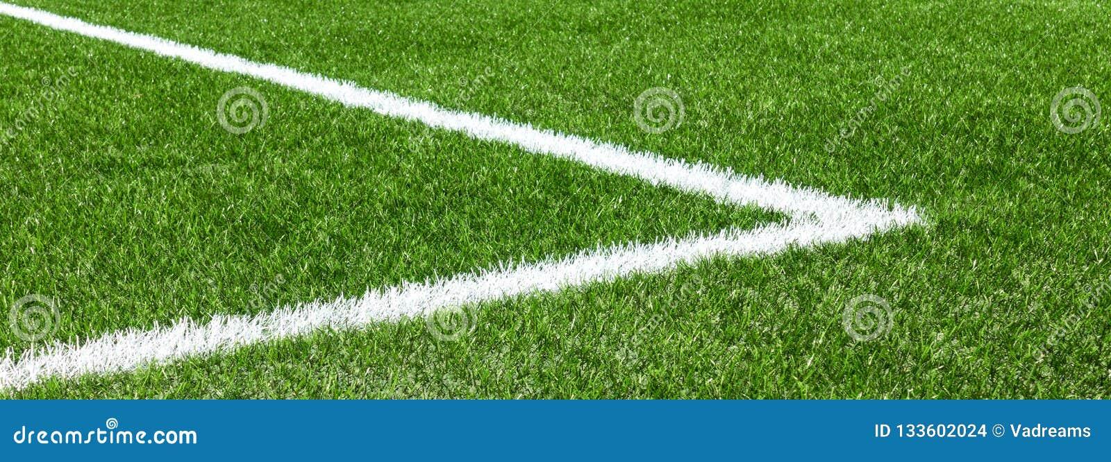Champ de sports artificiel synthétique vert du football d herbe avec la ligne faisante le coin blanche de rayure