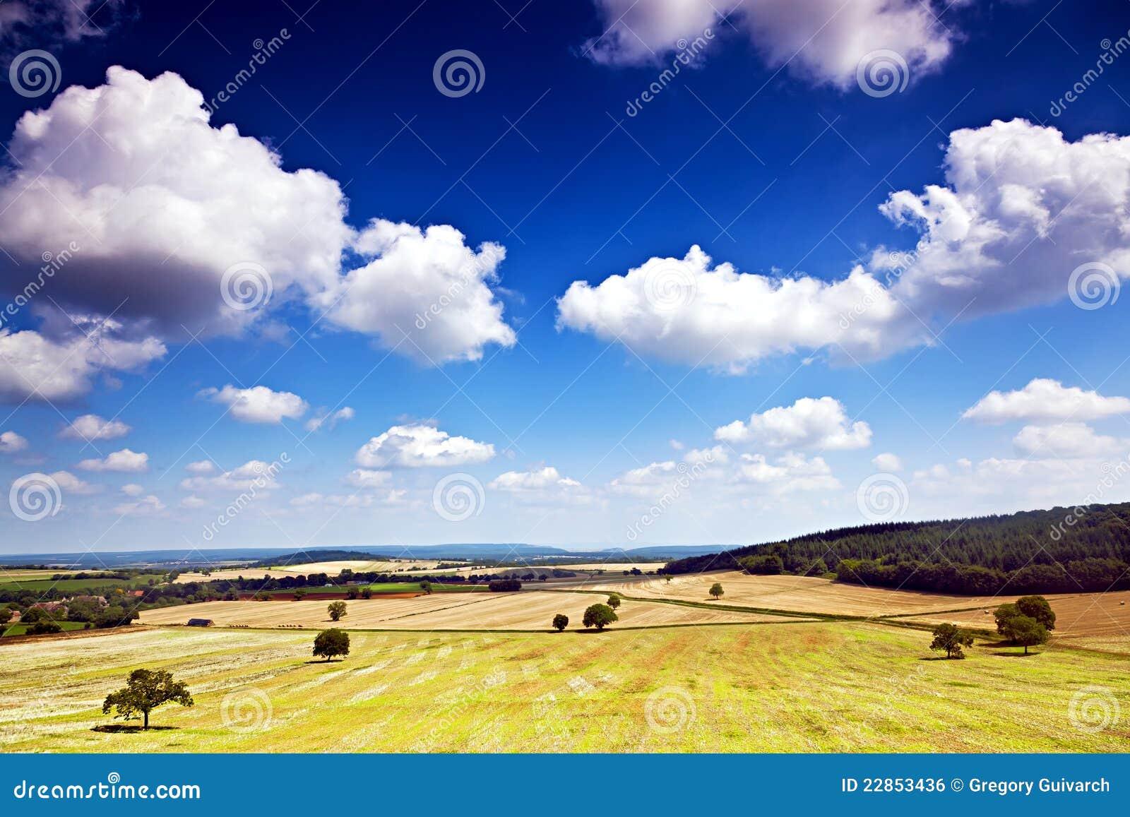Champ et nuages de Bourgogne