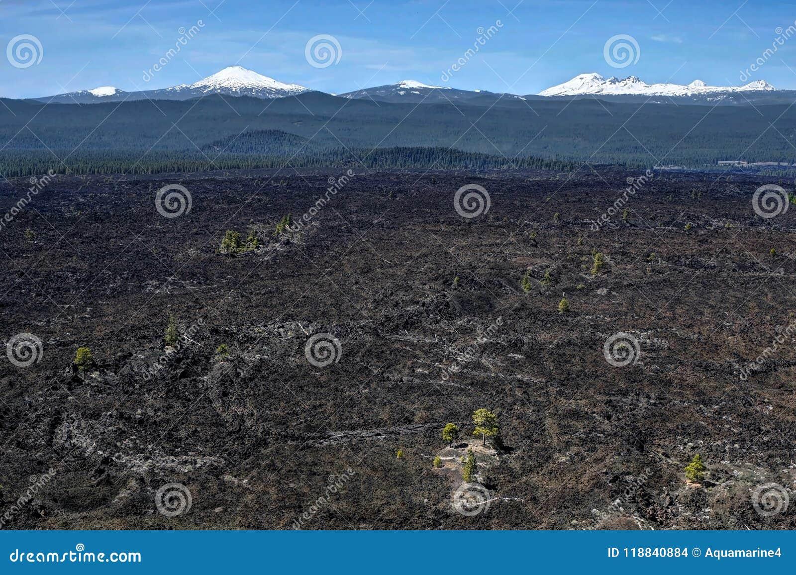 Champ volcanique chez la courbure proche et le Sunriver de Lava Butte