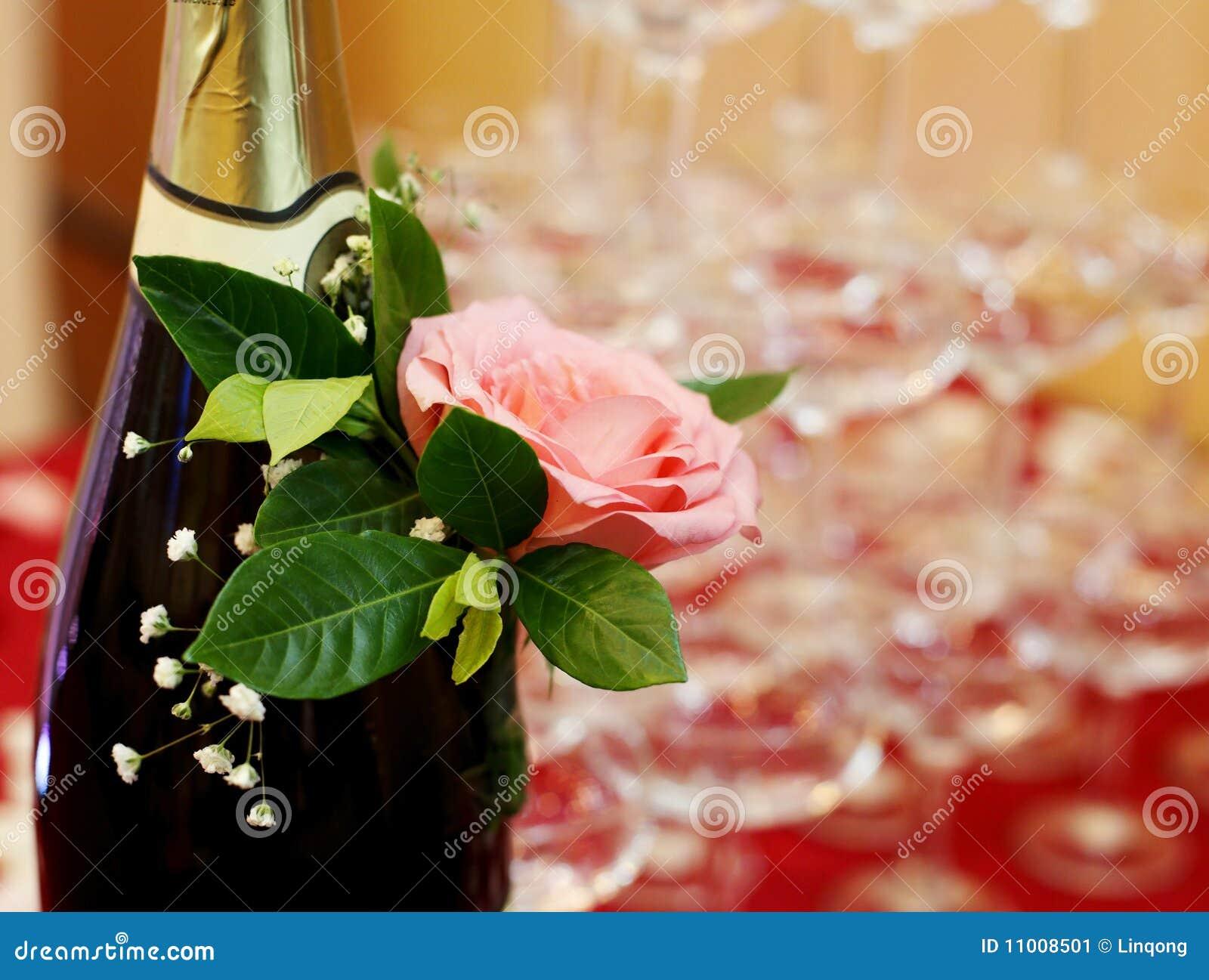 Champagne avec le plan rapproché rose