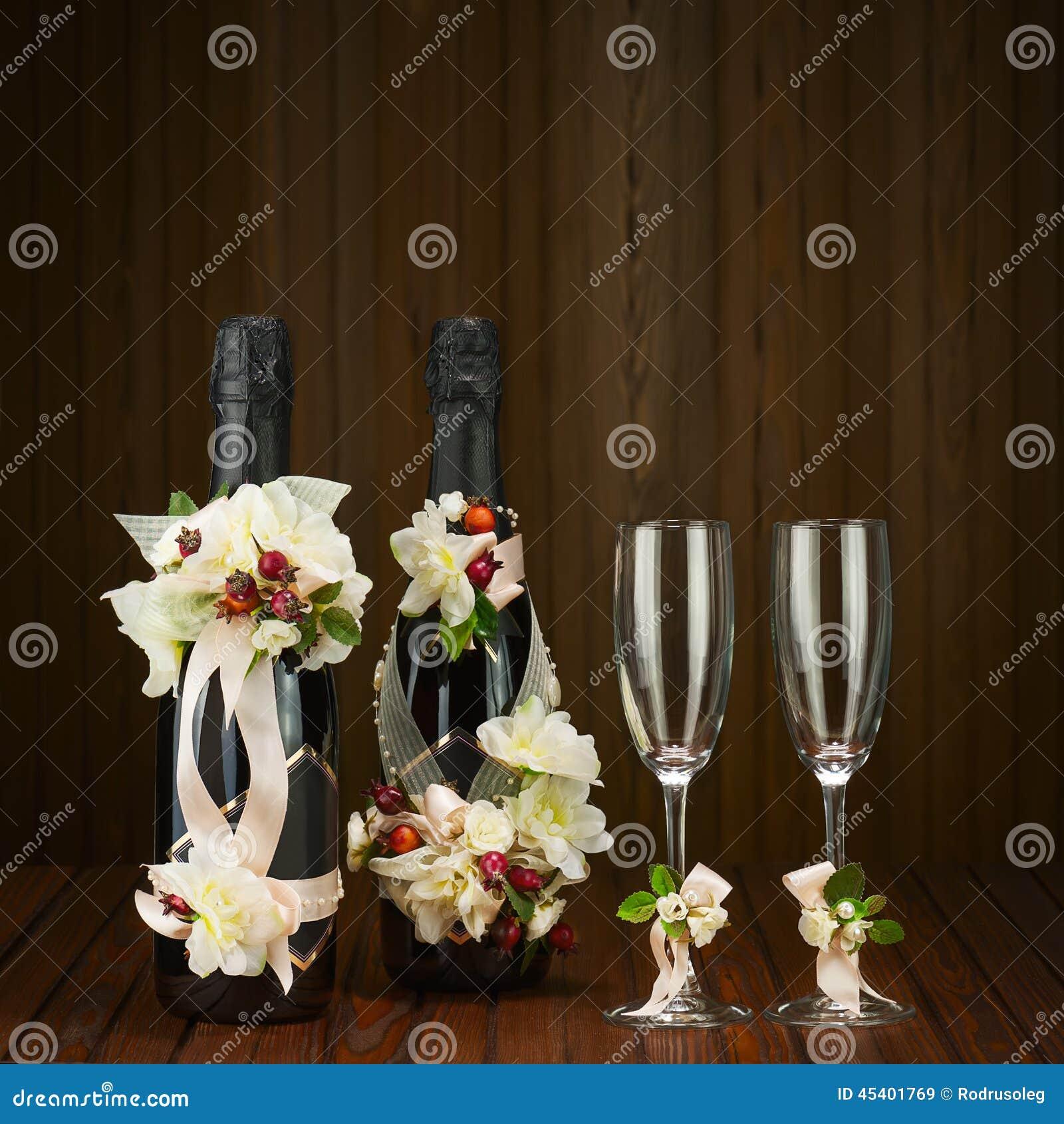 champagne bottles avec la d coration en verre et de mariage de la fleur ar photo stock image. Black Bedroom Furniture Sets. Home Design Ideas