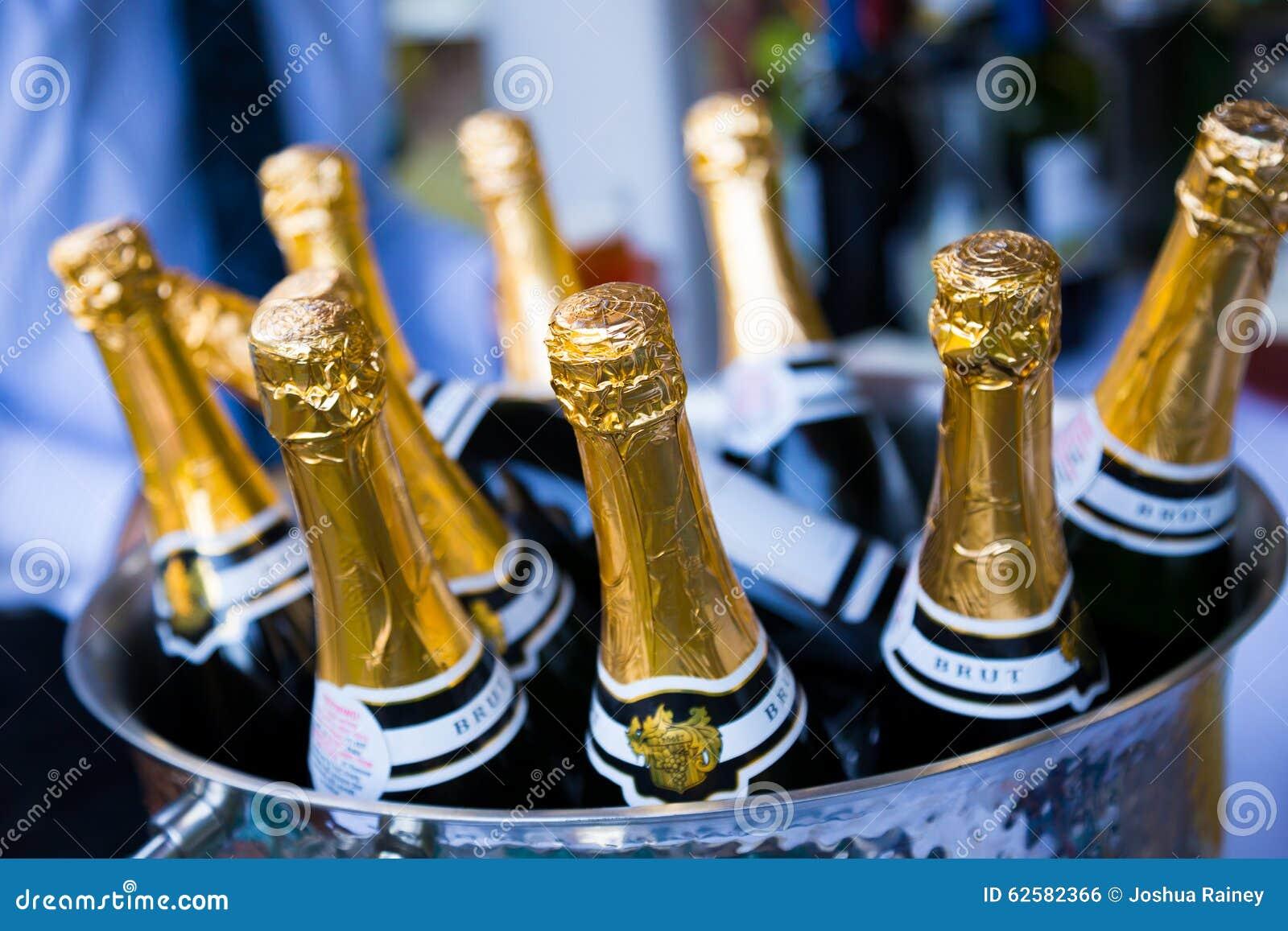 Champagne Bottles Brut pour le pain grillé au mariage