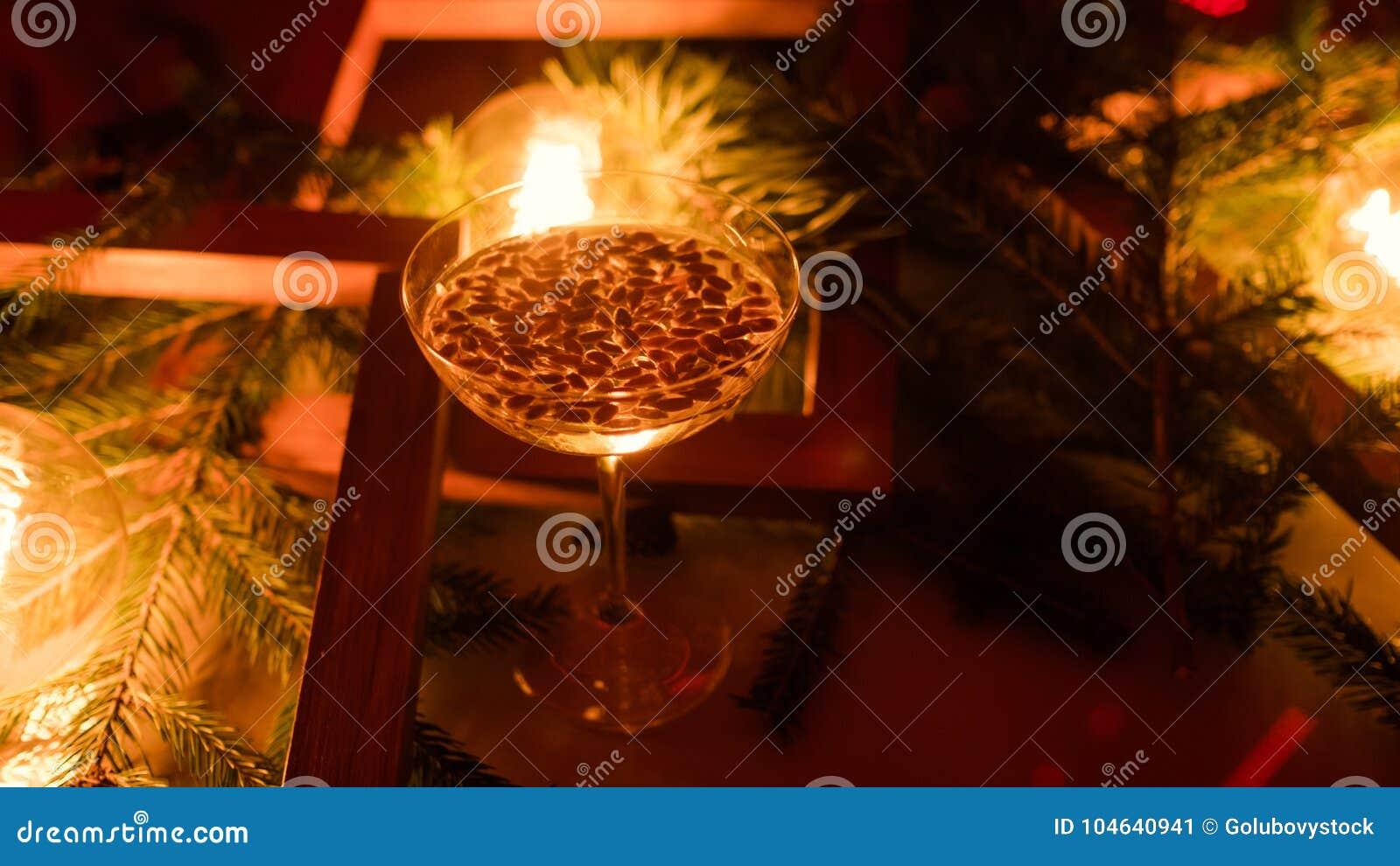 Download Champagne-dranken Van De De Vieringspartij Van Het Glas De Nieuwe Jaar Stock Afbeelding - Afbeelding bestaande uit dranken, verslaving: 104640941