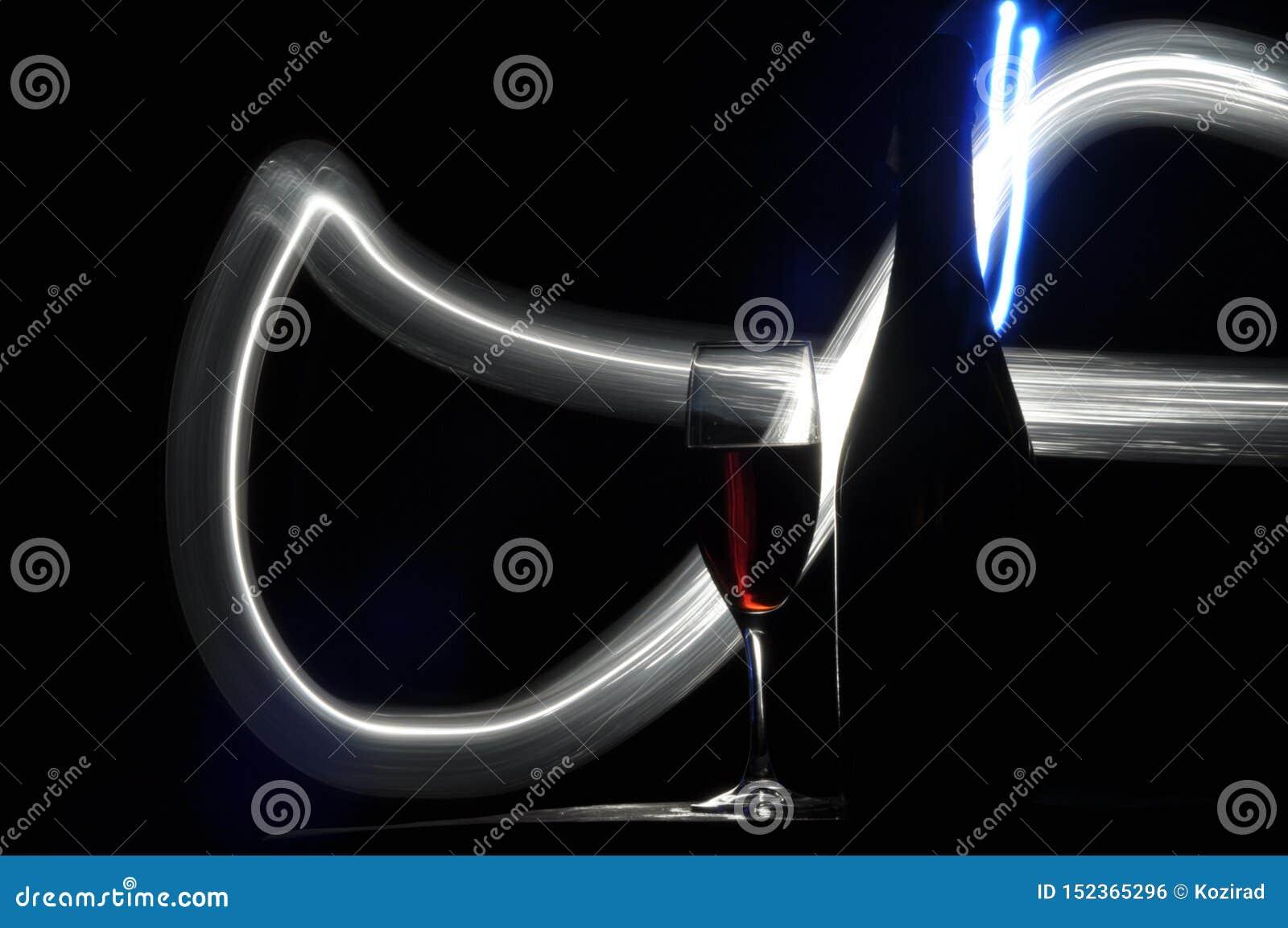 Champagne na v?spera do ` s do ano novo Alargamentos de Fajerwerek Cumprimentos do ` s do ano novo Felicidade e divertimento