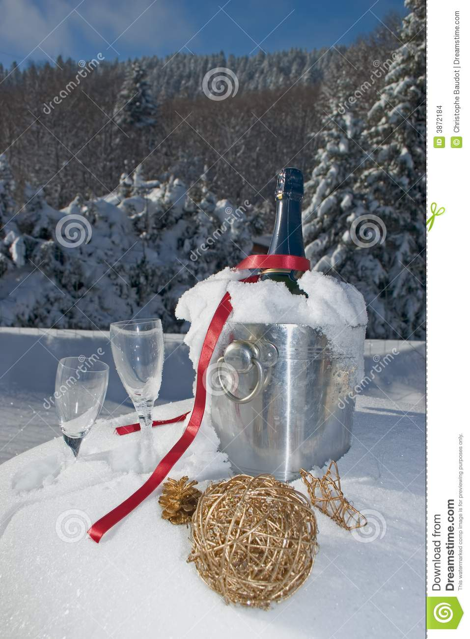 Champagne in neve