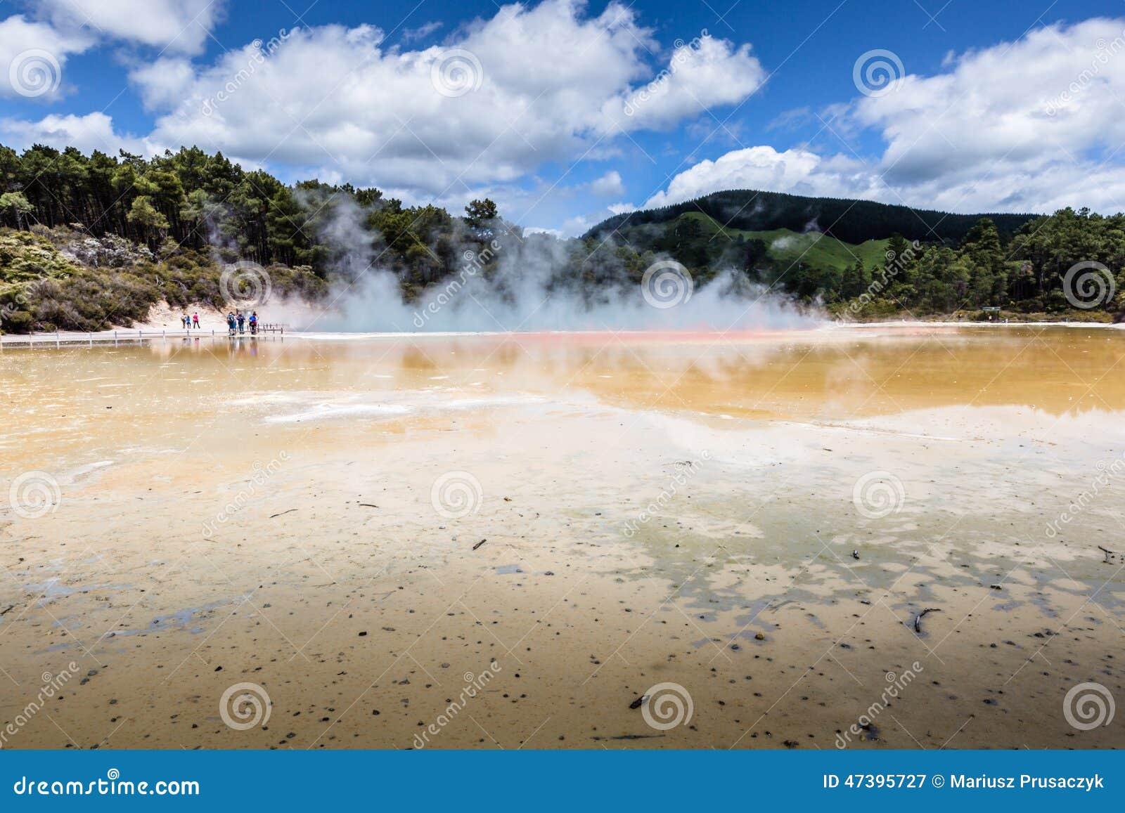 Champagne Pool en la reserva termal de Waiotapu, Rotorua, Nueva Zelanda