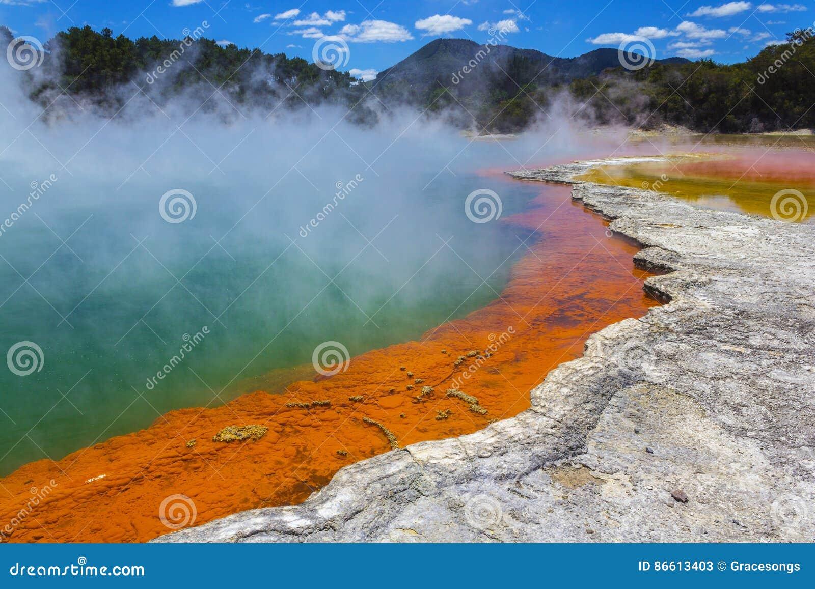 """Champagne Pool en Wai-O-Tapu o el país de las maravillas termal Rotorua Nueva Zelanda del †sagrado de las aguas """""""